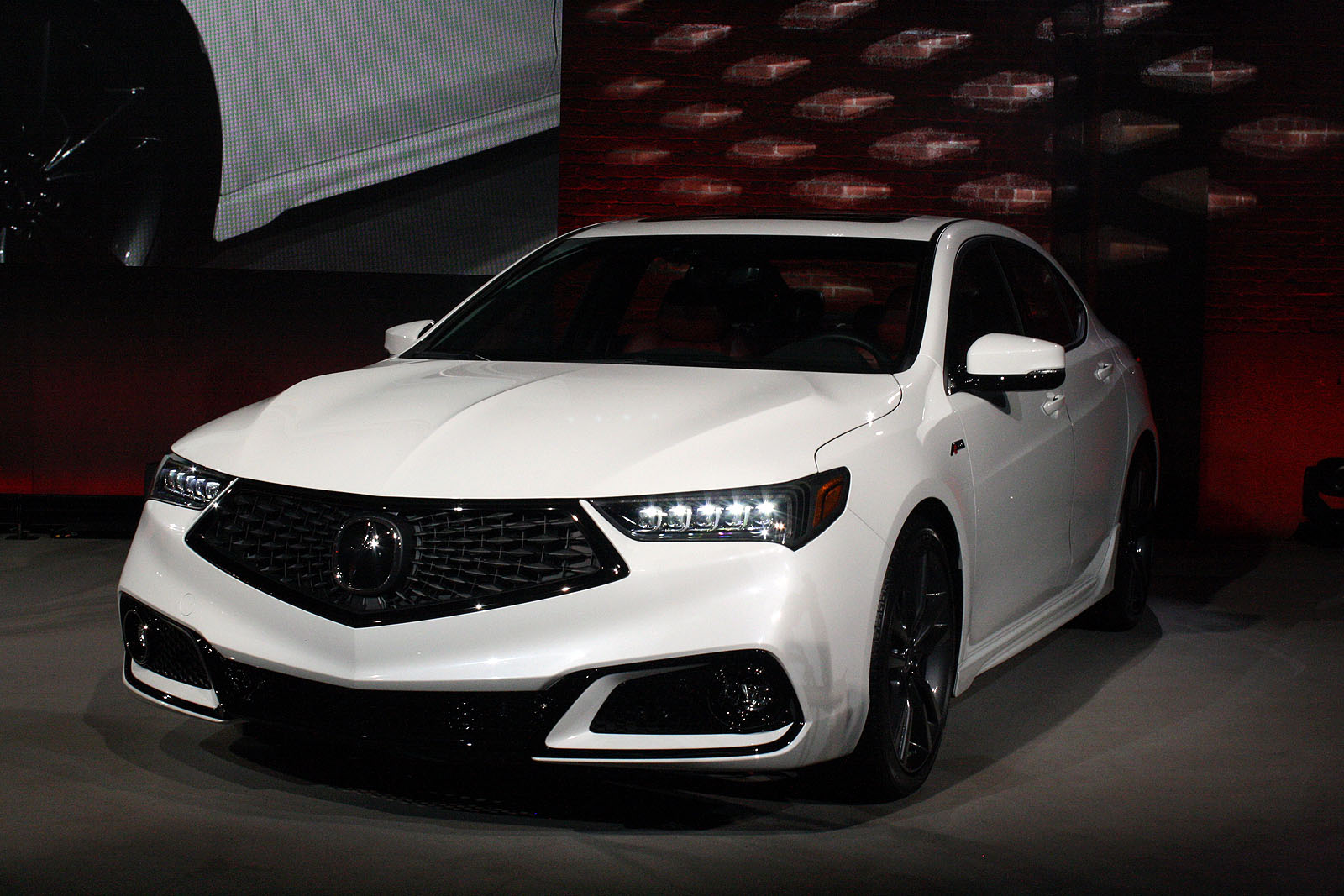 Updated 2018 Acura Tlx Debuts With Swanky New Grille Autoguide Com