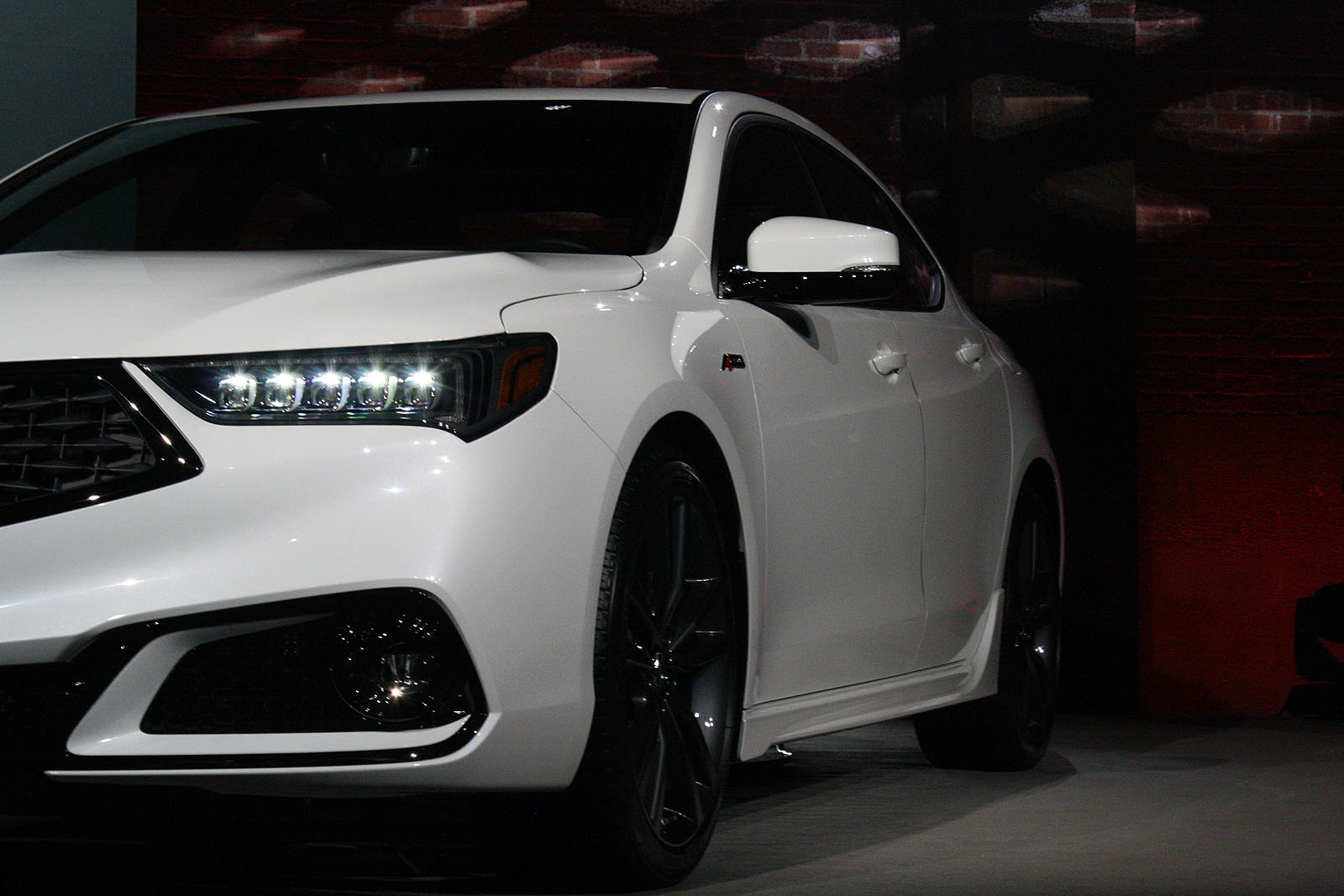 Updated Acura TLX Debuts With Swanky New Grille AutoGuidecom - 2018 acura tl rims