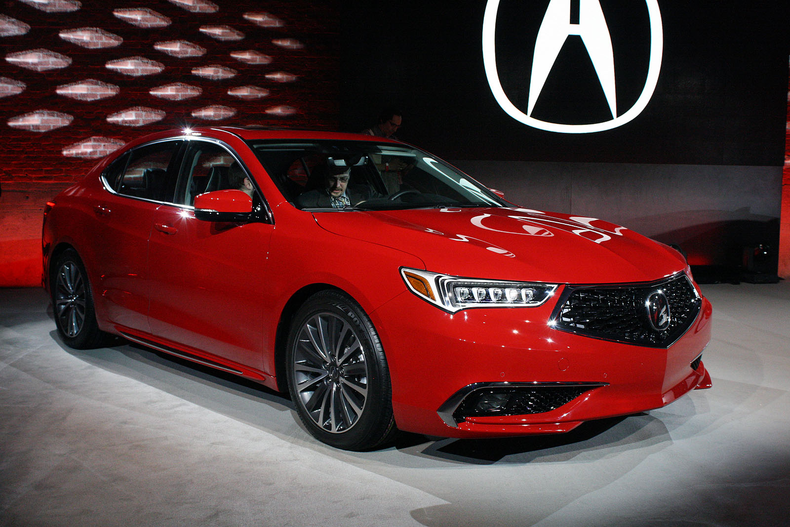 updated 2018 acura tlx debuts with swanky new grille  u00bb autoguide com news