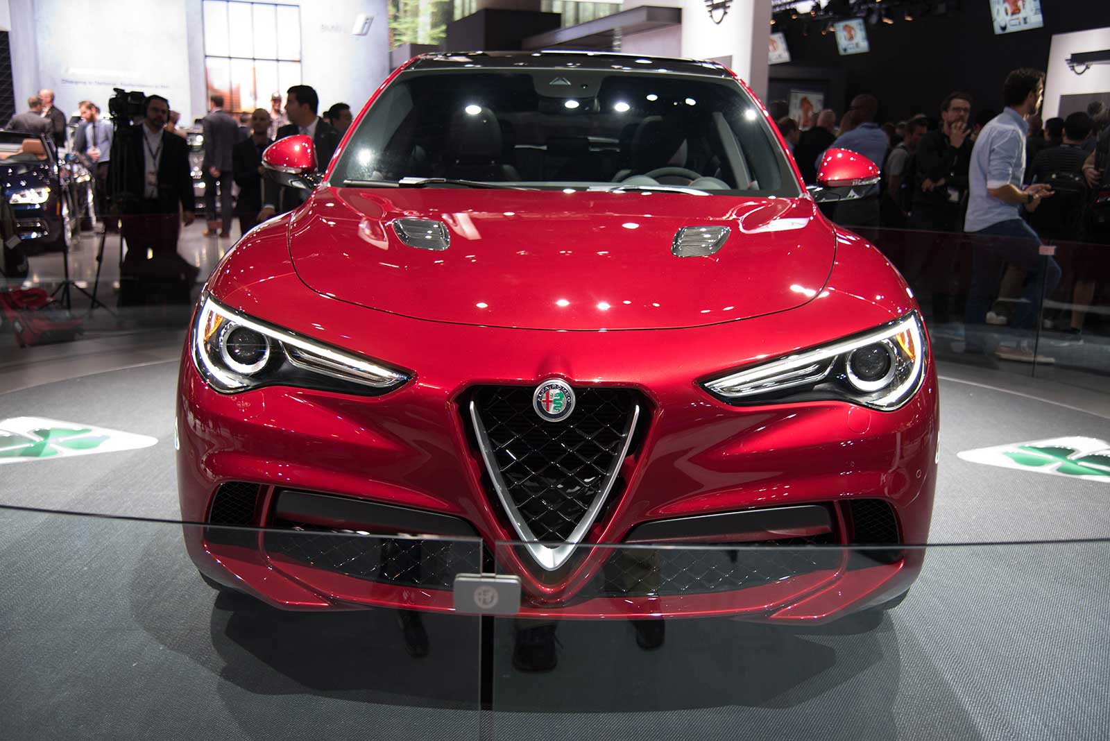 alfa romeo grows up reveals first crossover news. Black Bedroom Furniture Sets. Home Design Ideas