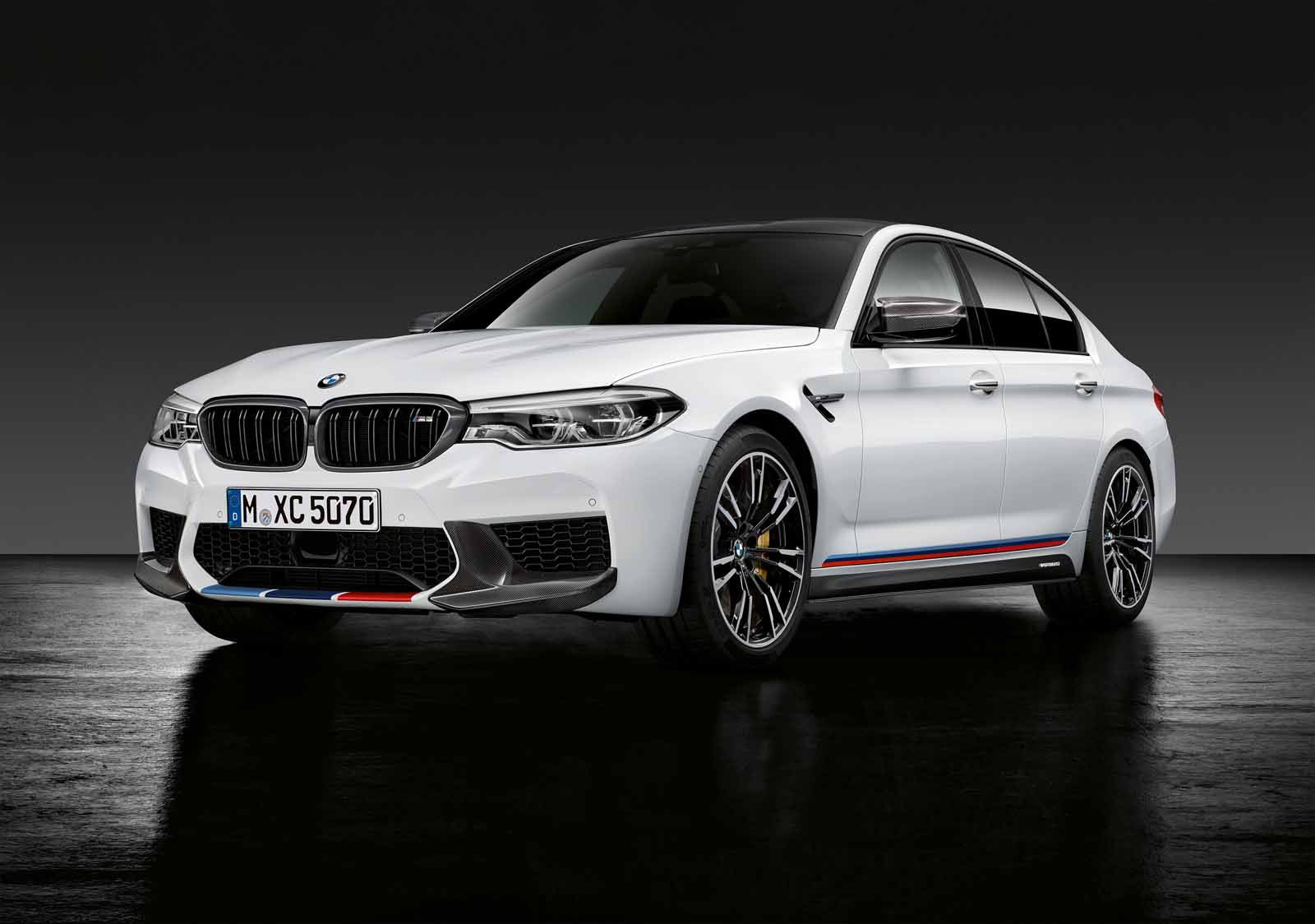 New m performance parts have us drooling over the 2018 bmw m5 2018 bmw m5 sema 1 sciox Images