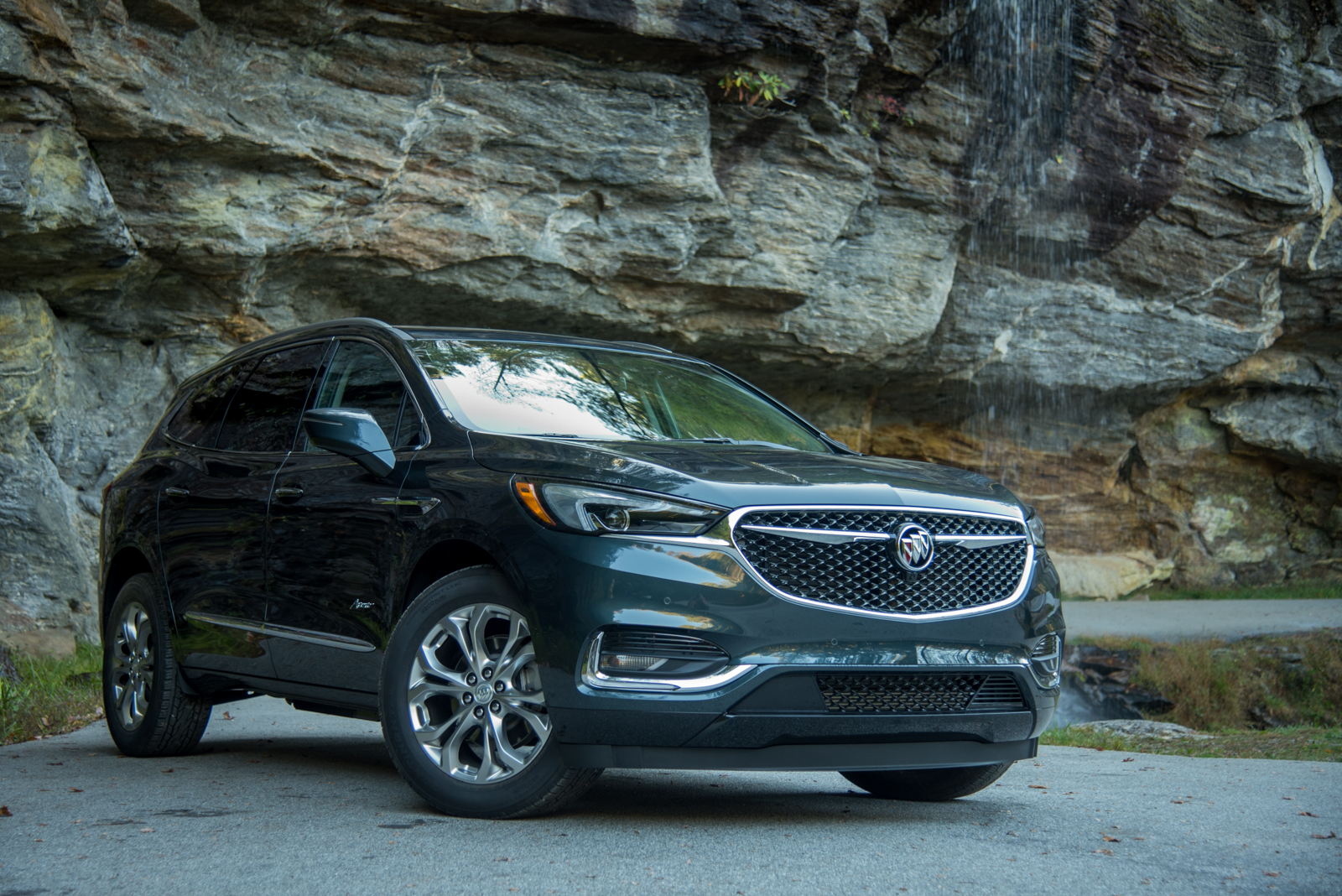 reviews used enclave canada buick research front models cars new en quarter three trend motor