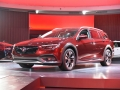 2018-Buick-Regal-TourX-Front-Three-Quarter-01