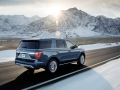 2018-Ford-Expedition-Driving-02