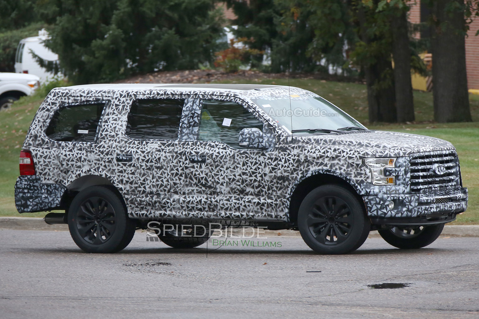 2018 Ford Expedition Resembles F 150 Suv In Spy Photos