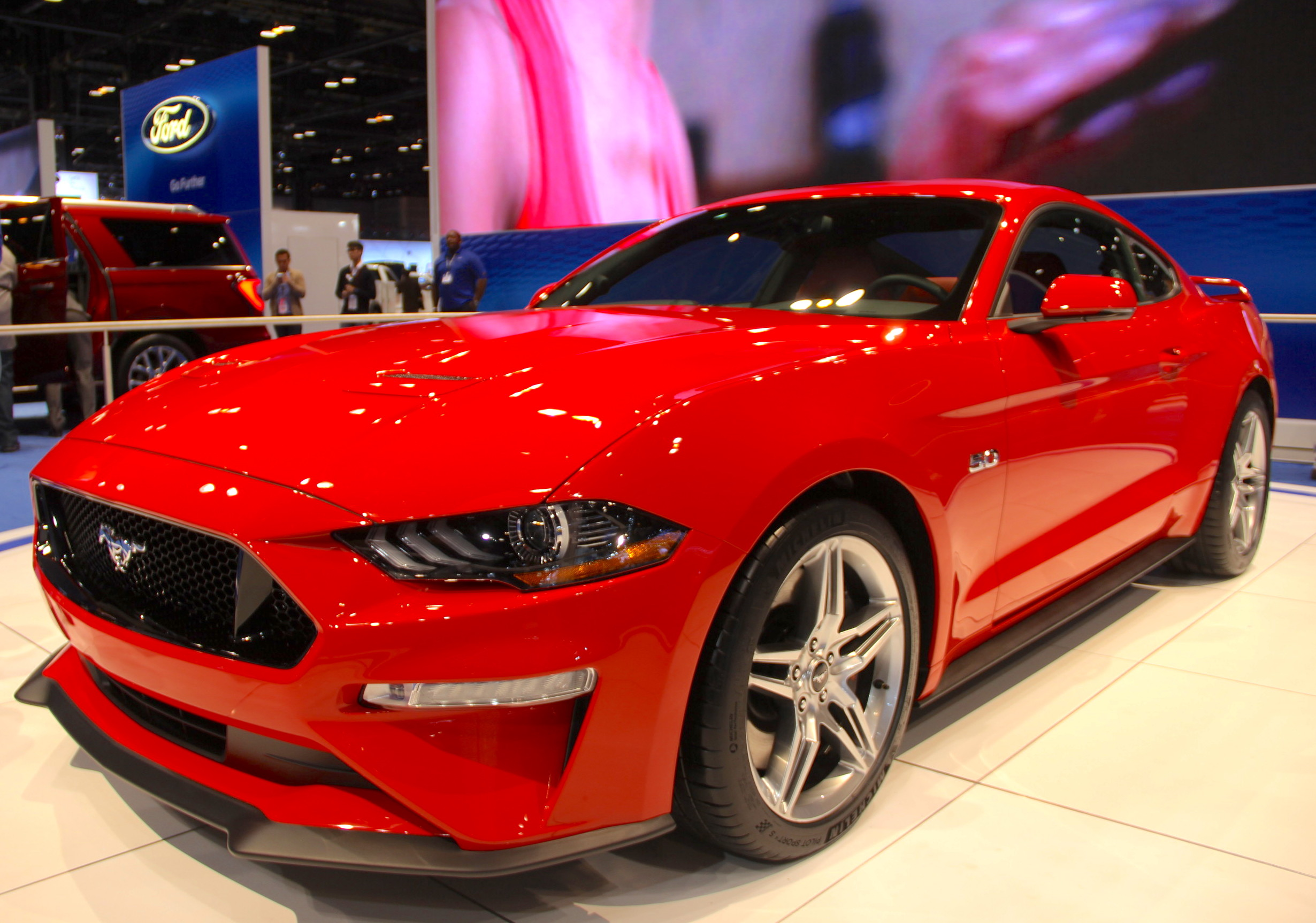 2018 ford mustang shows its fresh face news. Black Bedroom Furniture Sets. Home Design Ideas