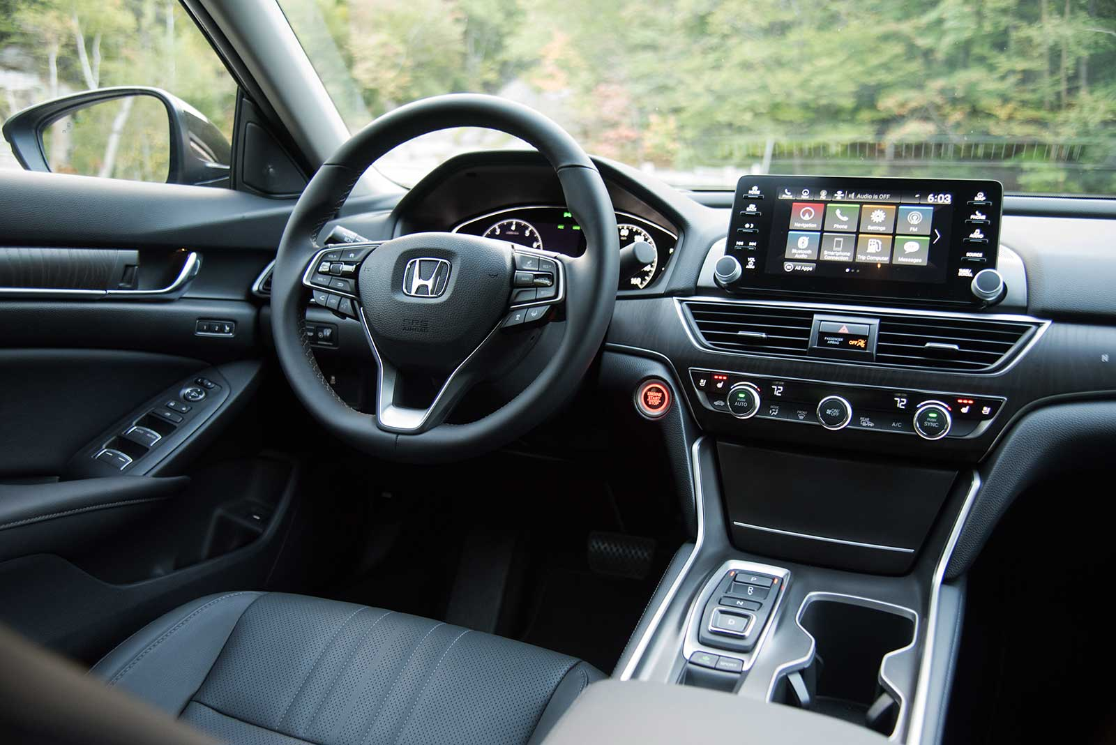 Honda Accord 2018 Spec >> 2018 Honda Accord Review Autoguide Com