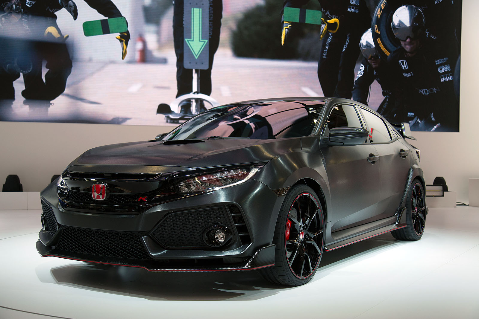 2018 honda civic type r prototype offers first look at us bound model news. Black Bedroom Furniture Sets. Home Design Ideas
