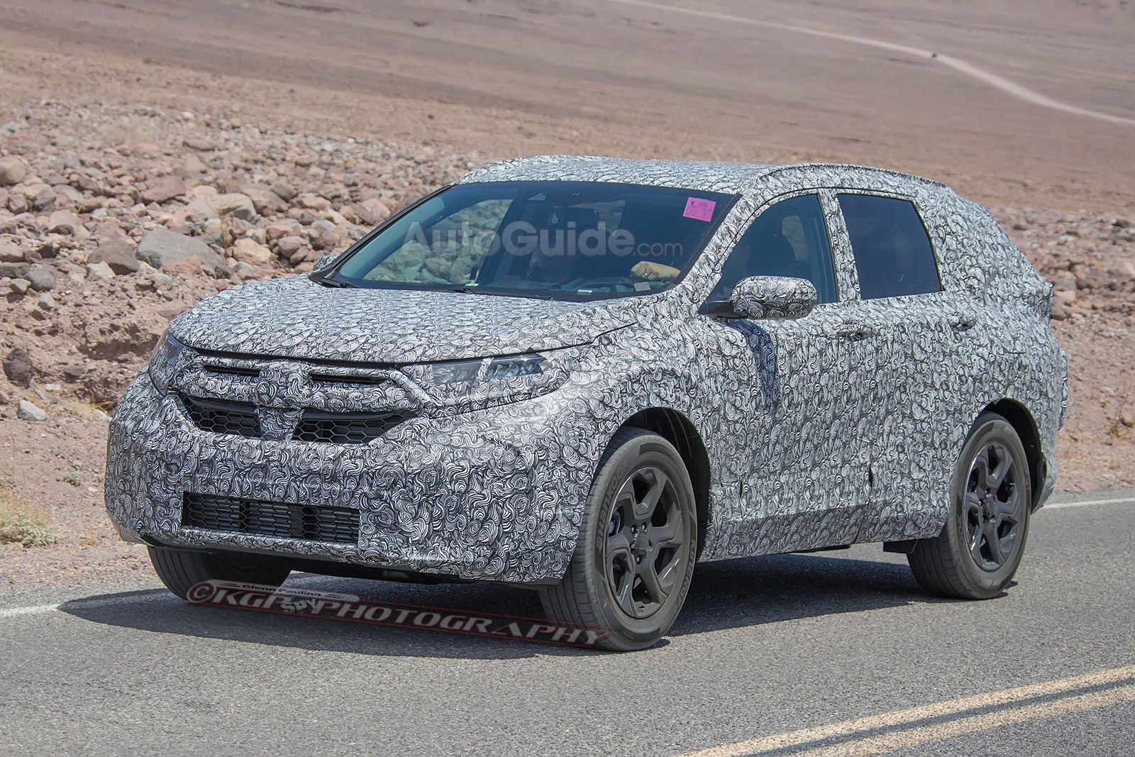 2018 honda cr v spied for the first time with pilot inspired design news. Black Bedroom Furniture Sets. Home Design Ideas