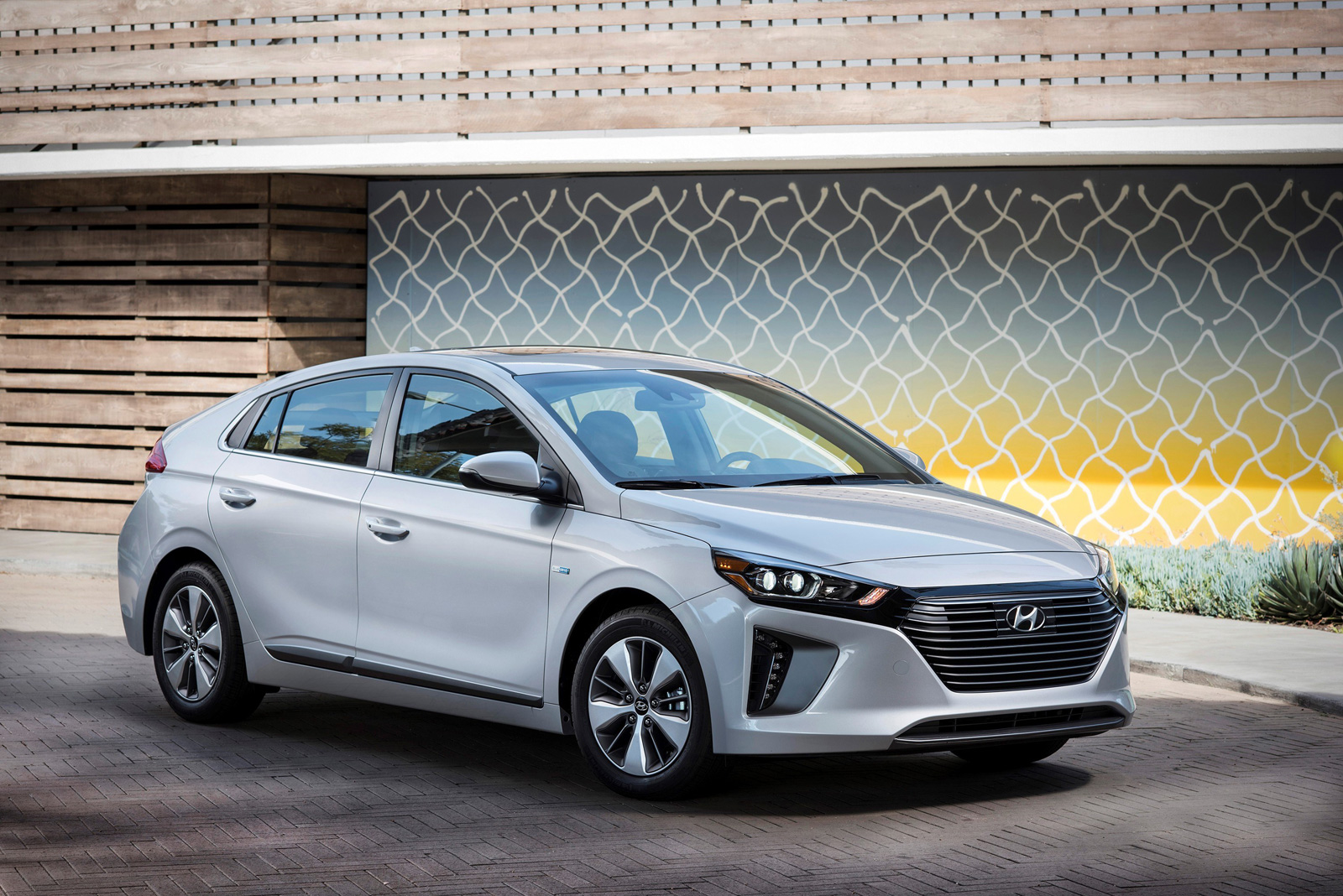 hyundai ioniq family adds plug in hybrid variant news. Black Bedroom Furniture Sets. Home Design Ideas