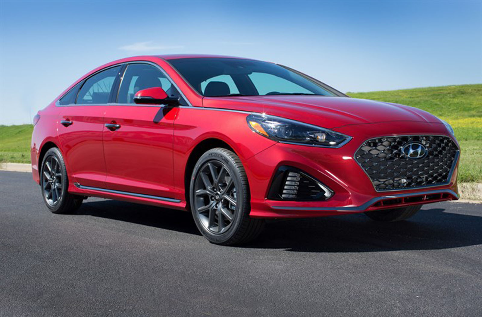 hyundai plays it safe with refreshed 2018 sonata. Black Bedroom Furniture Sets. Home Design Ideas