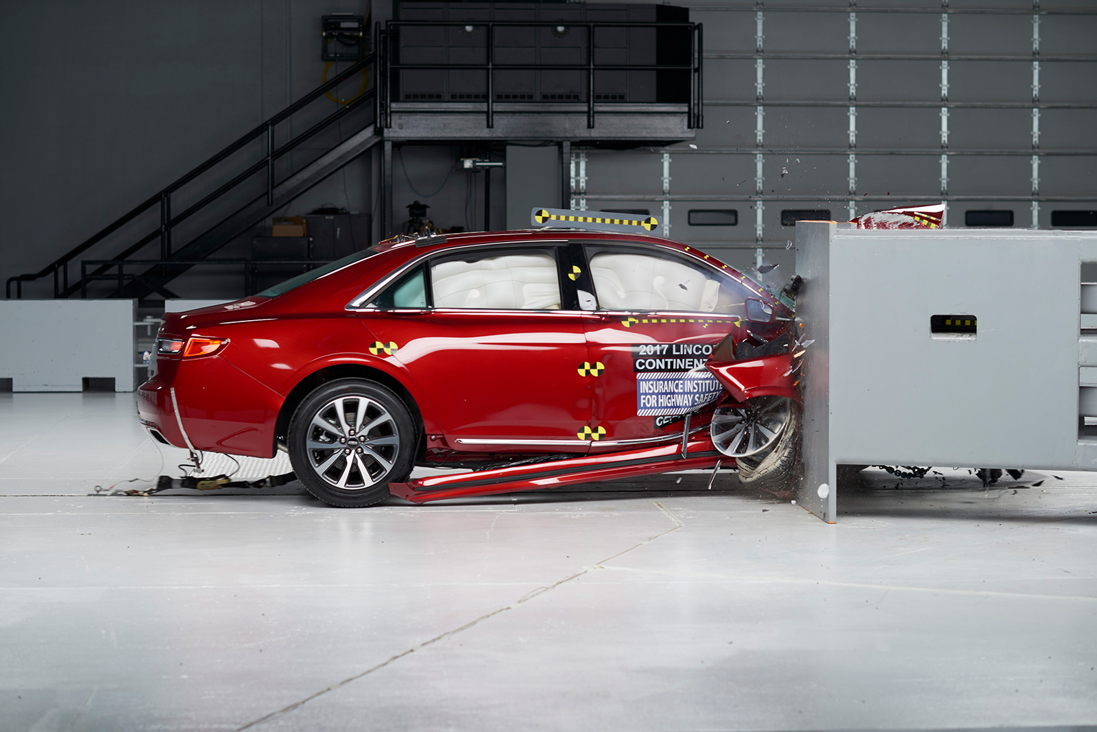 2017 Lincoln Continental Iihs Crash Test 01