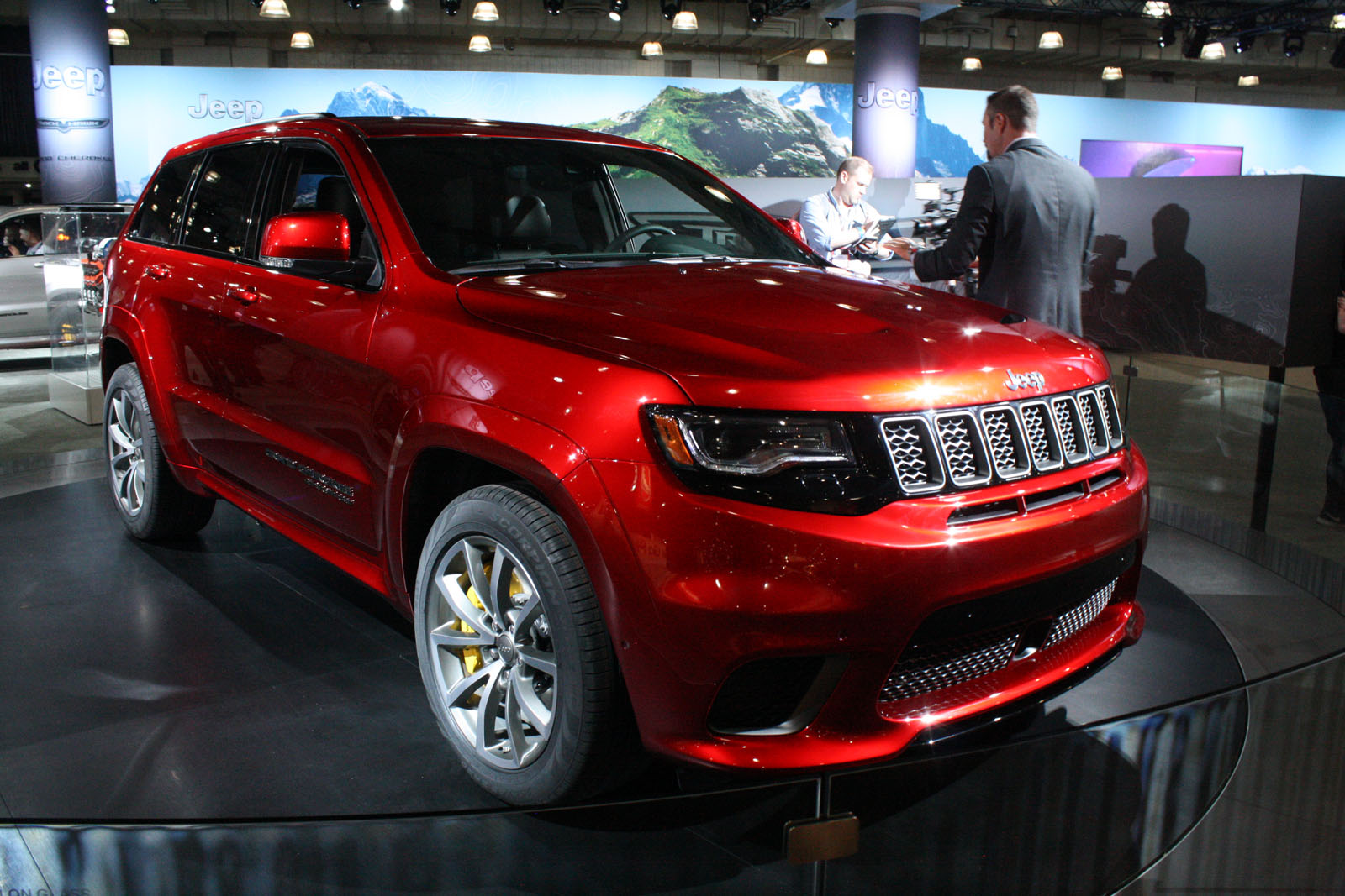 707 hp jeep grand cherokee trackhawk dethrones bentley bentayga news. Black Bedroom Furniture Sets. Home Design Ideas