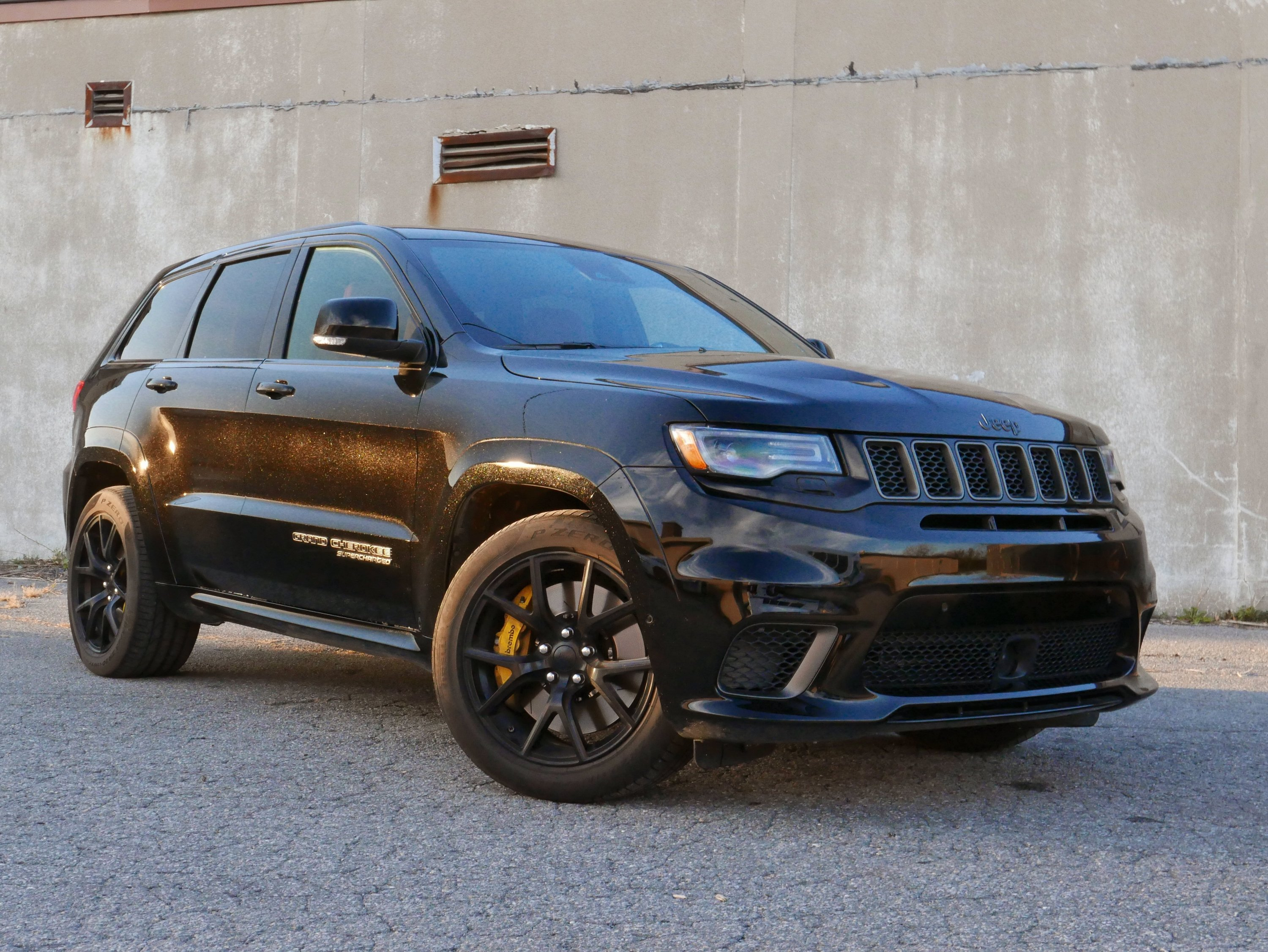 2018 Jeep Grand Cherokee Trackhawk Review Autoguide Com