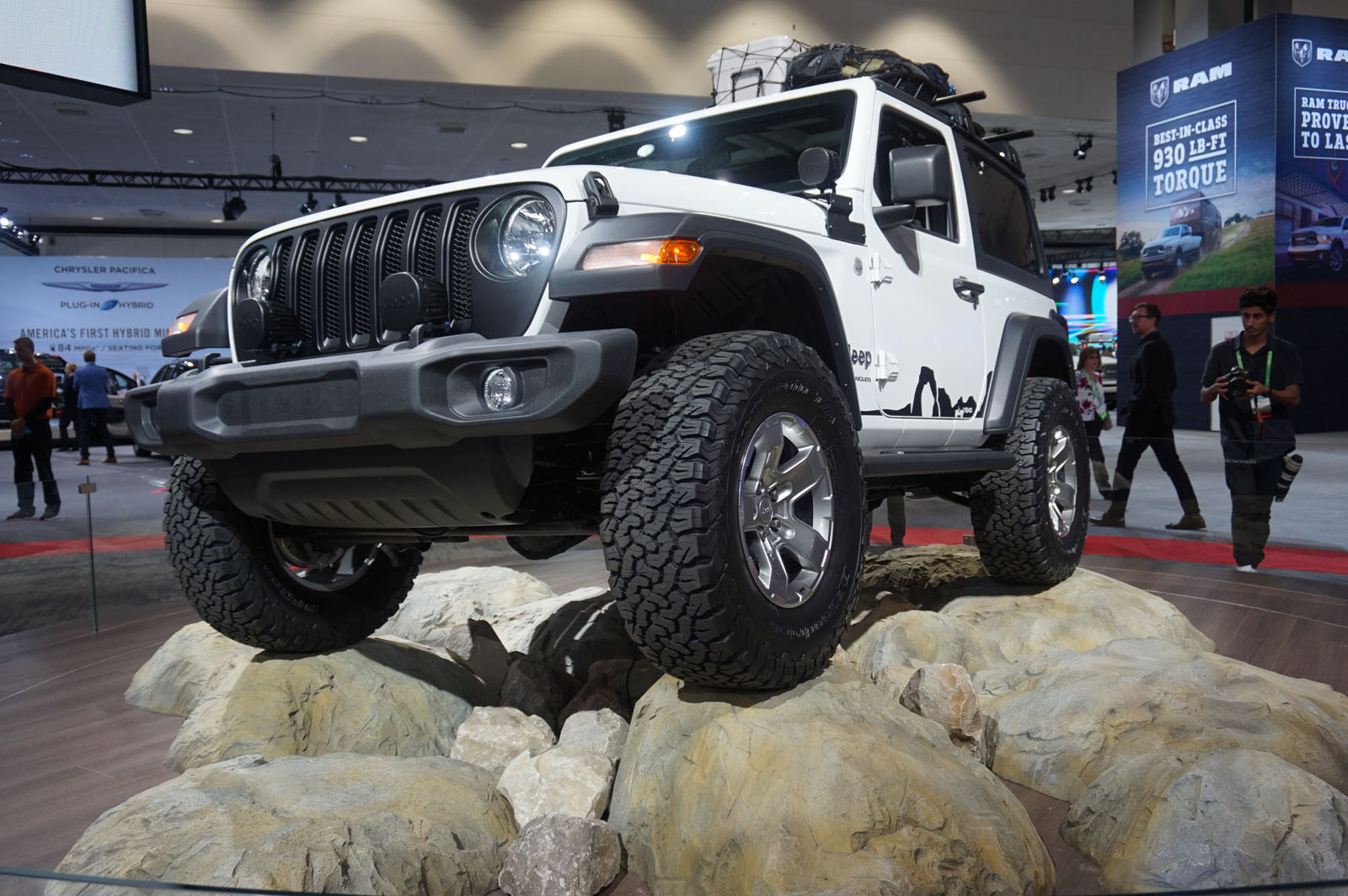 New 2018 Jeep Wrangler JL Debuts With 3 Engine Options, Upscale