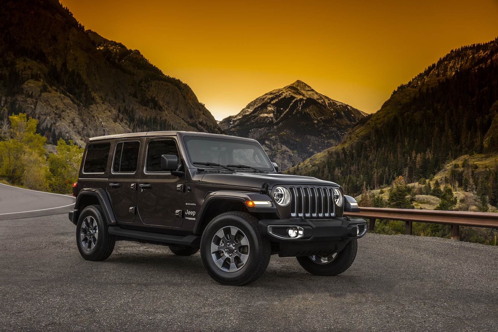 these are the first photos of the 2018 jeep wrangler. Black Bedroom Furniture Sets. Home Design Ideas