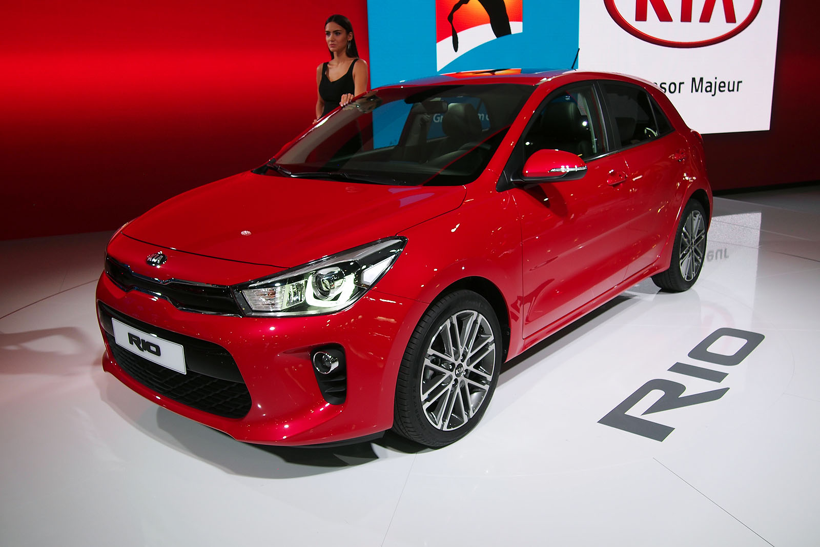2018 kia rio debuts with new 3 cylinder engine more mature style news. Black Bedroom Furniture Sets. Home Design Ideas
