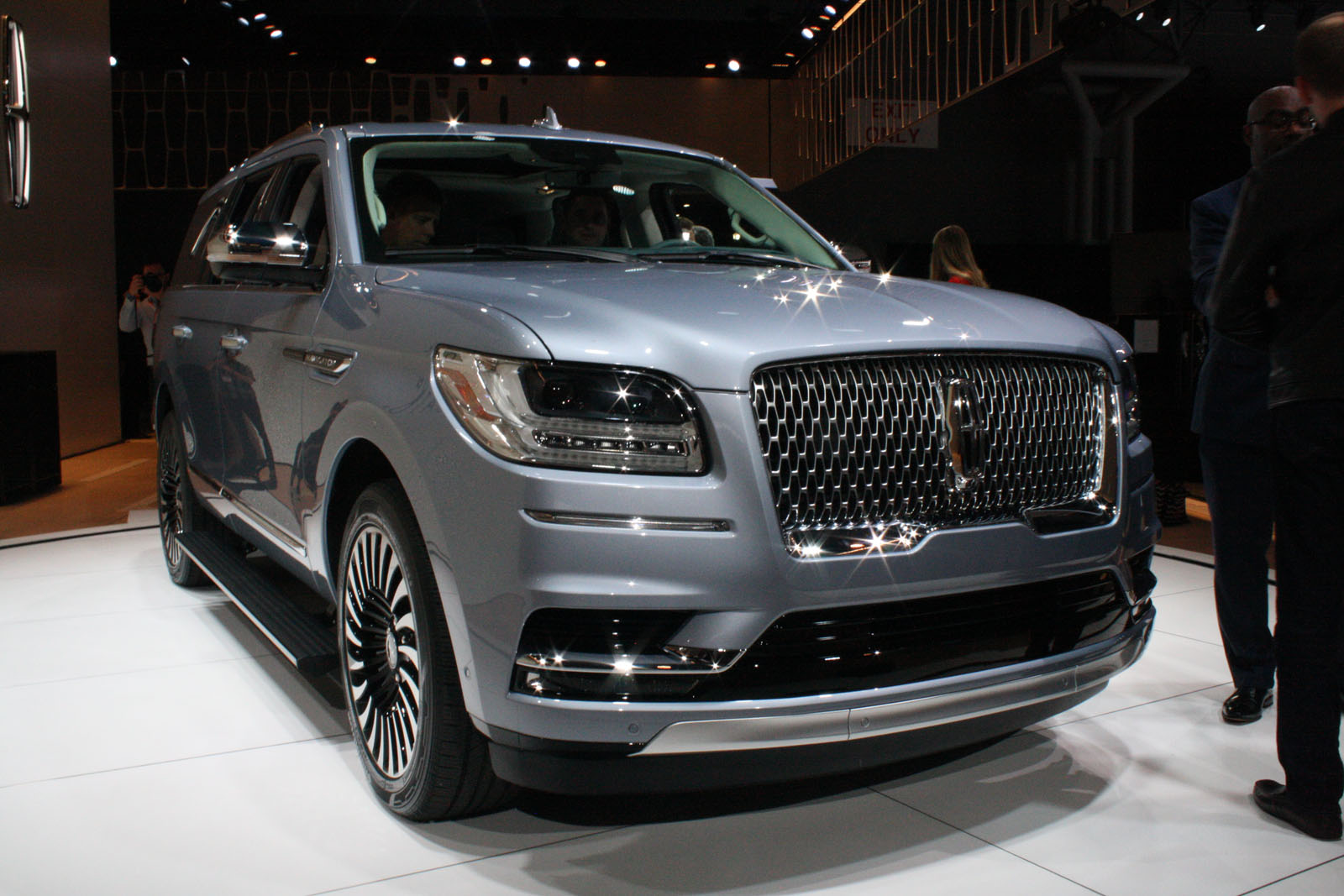 2018 lincoln small suv.  small 2018 lincoln navigator05 intended lincoln small suv e