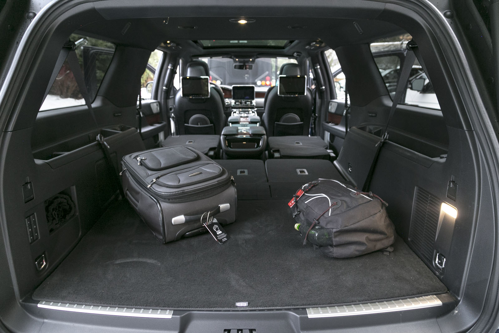 https://www.autoguide.com/blog/wp-content/gallery/2018-lincoln-navigator-review/2018-Lincoln-Navigator-14.jpg