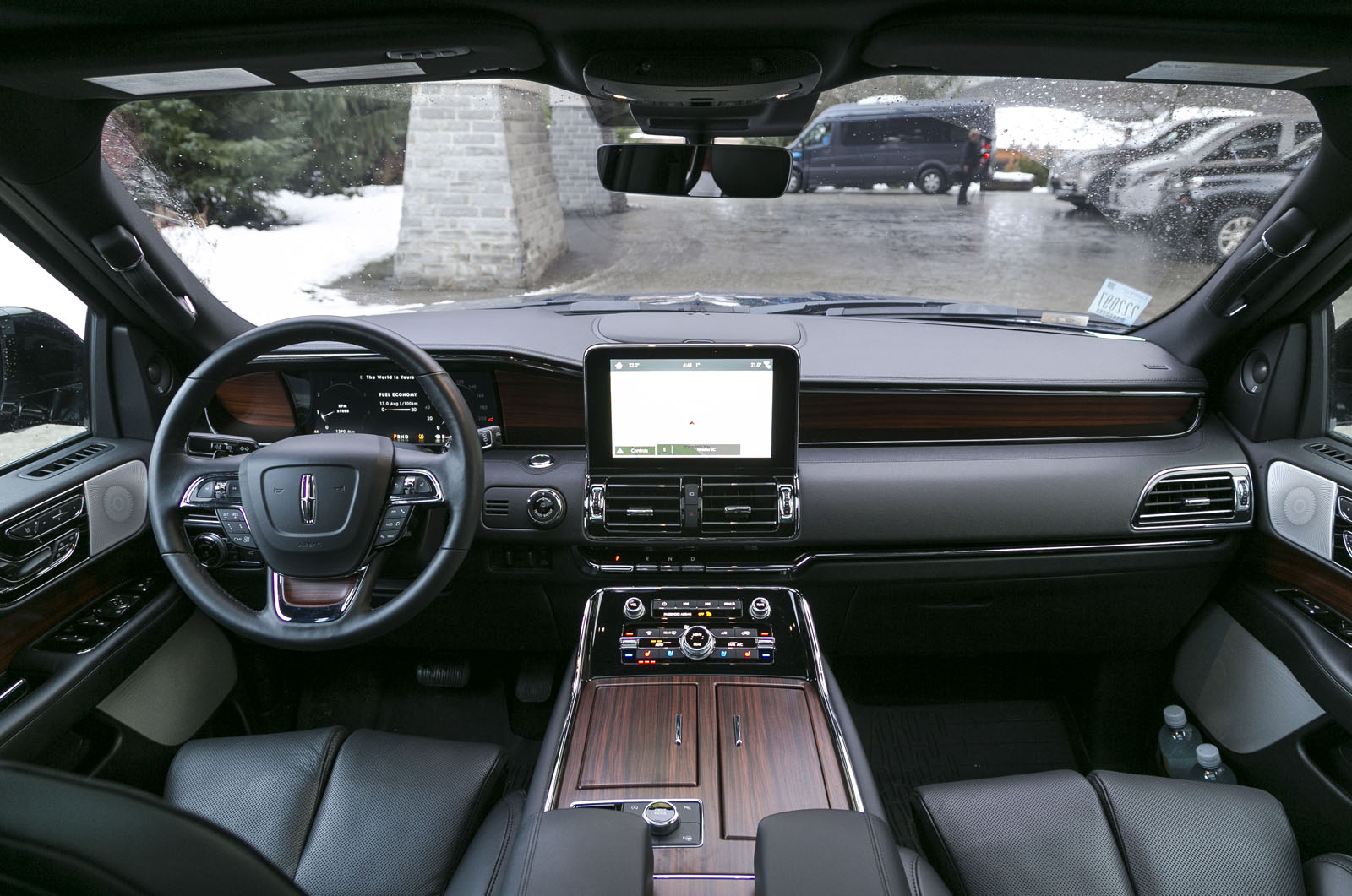 https://www.autoguide.com/blog/wp-content/gallery/2018-lincoln-navigator-review/2018-Lincoln-Navigator-6.jpg