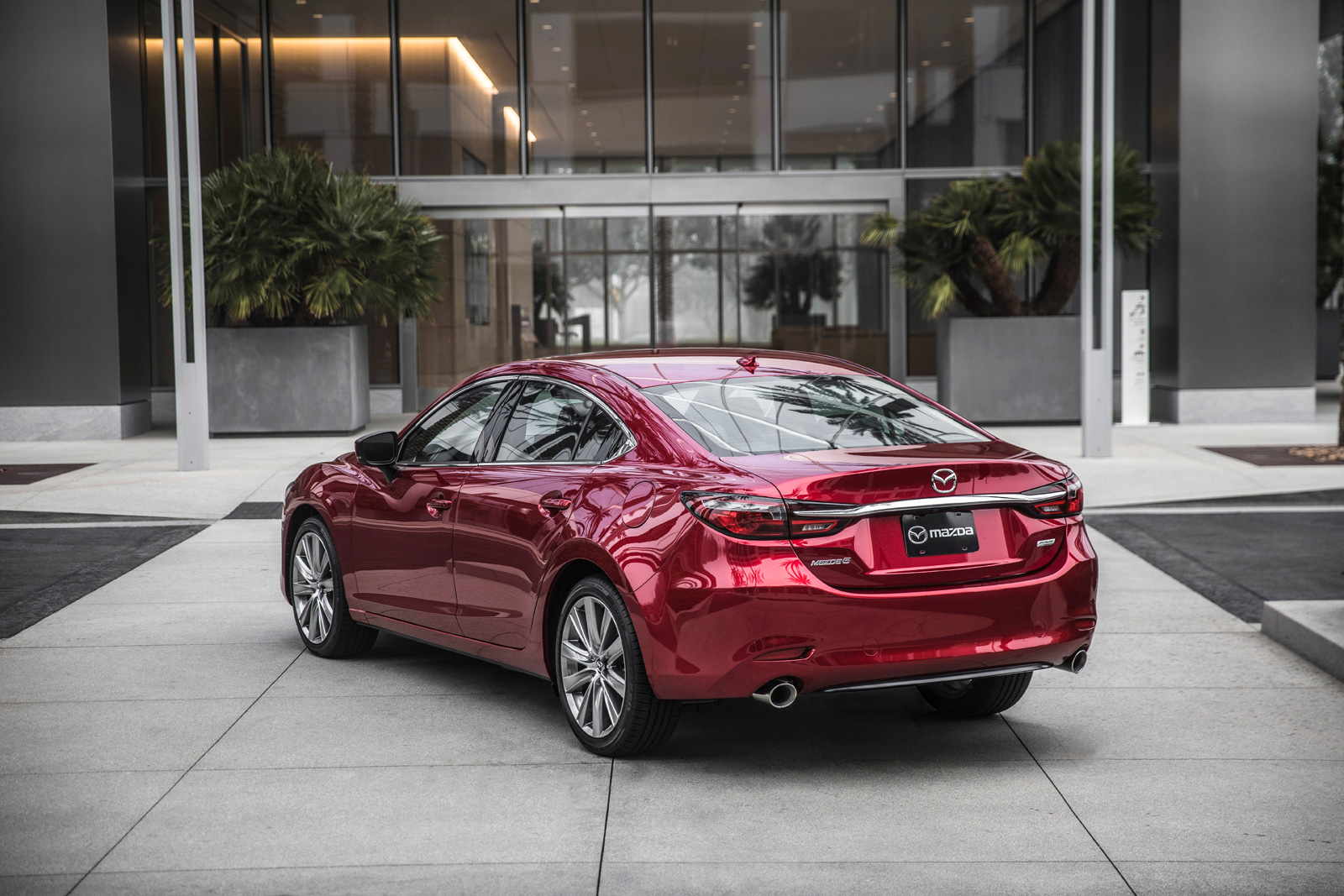 http://www.autoguide.com/blog/wp-content/gallery/2018-mazda6-official-gallery/2018-mazda6-06.jpg