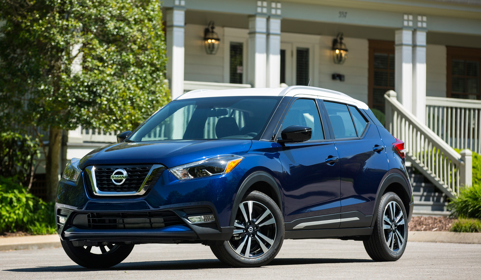 new nissan subcompact crossover goes on sale this spring news. Black Bedroom Furniture Sets. Home Design Ideas
