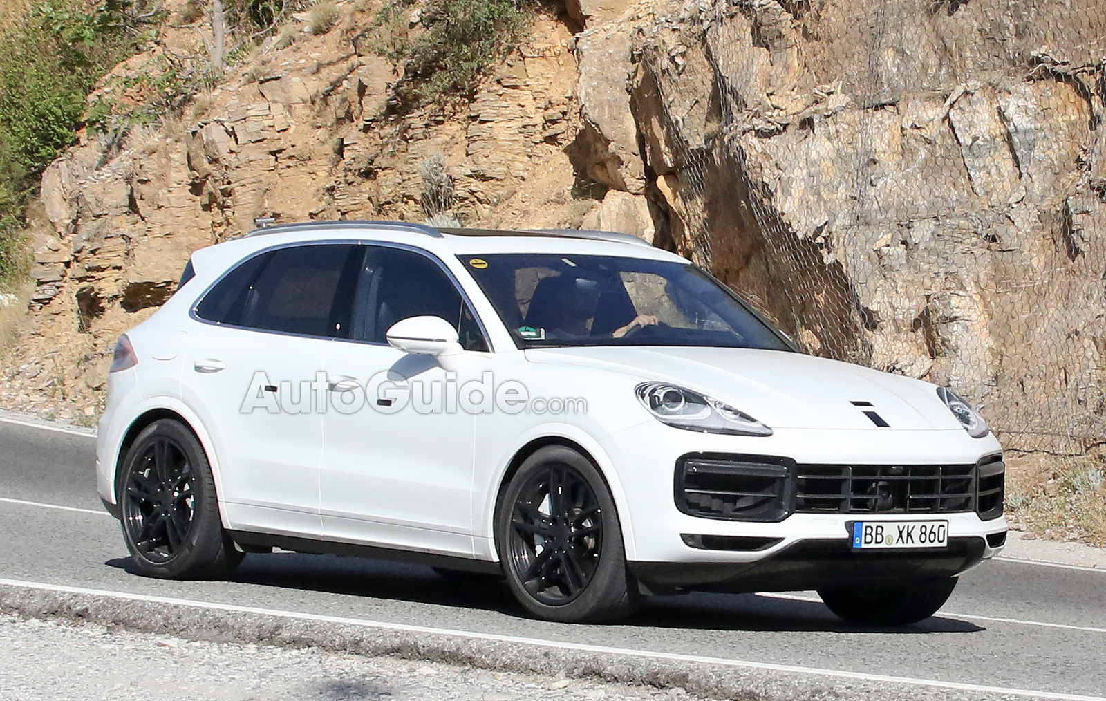 2018 Porsche Cayenne White Spy Photos 05