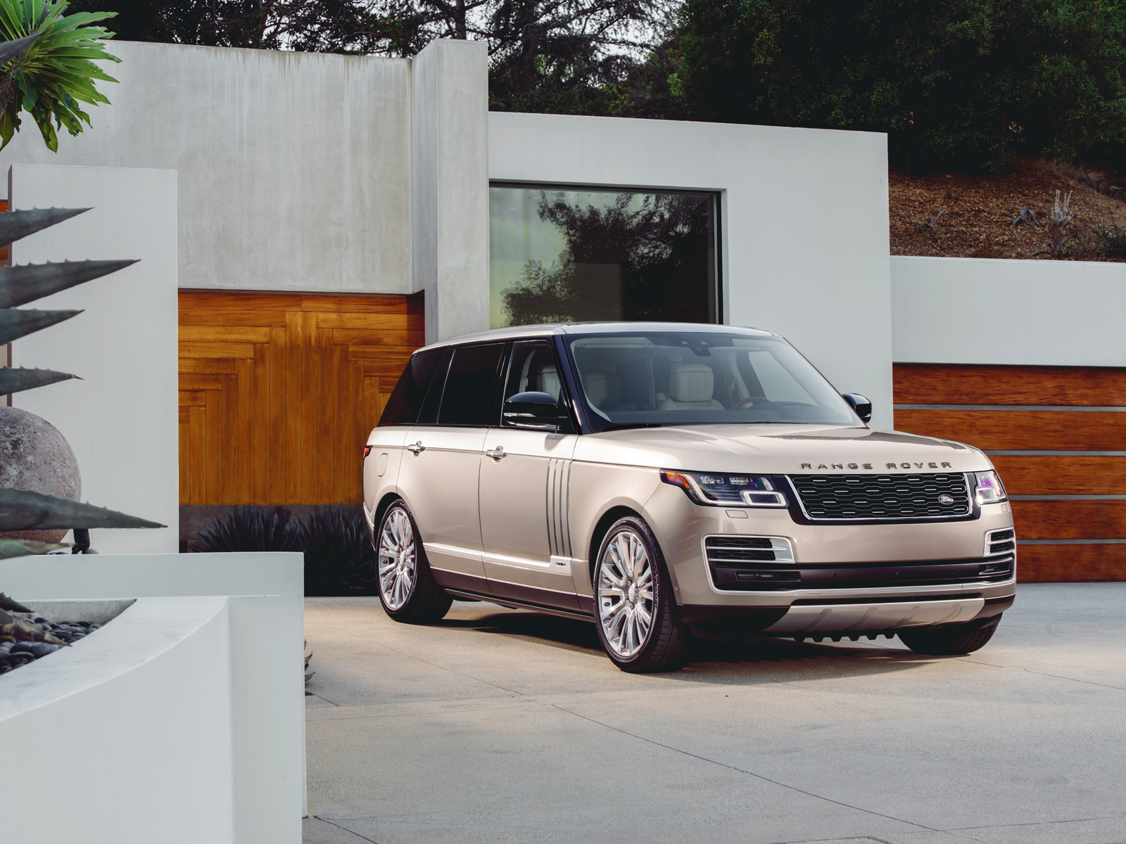 2017 Land Rover Range Rover 5.0 L V8 Supercharged Autobiography >> 2018 Range Rover SVAutobiography Delivers New Levels of ...