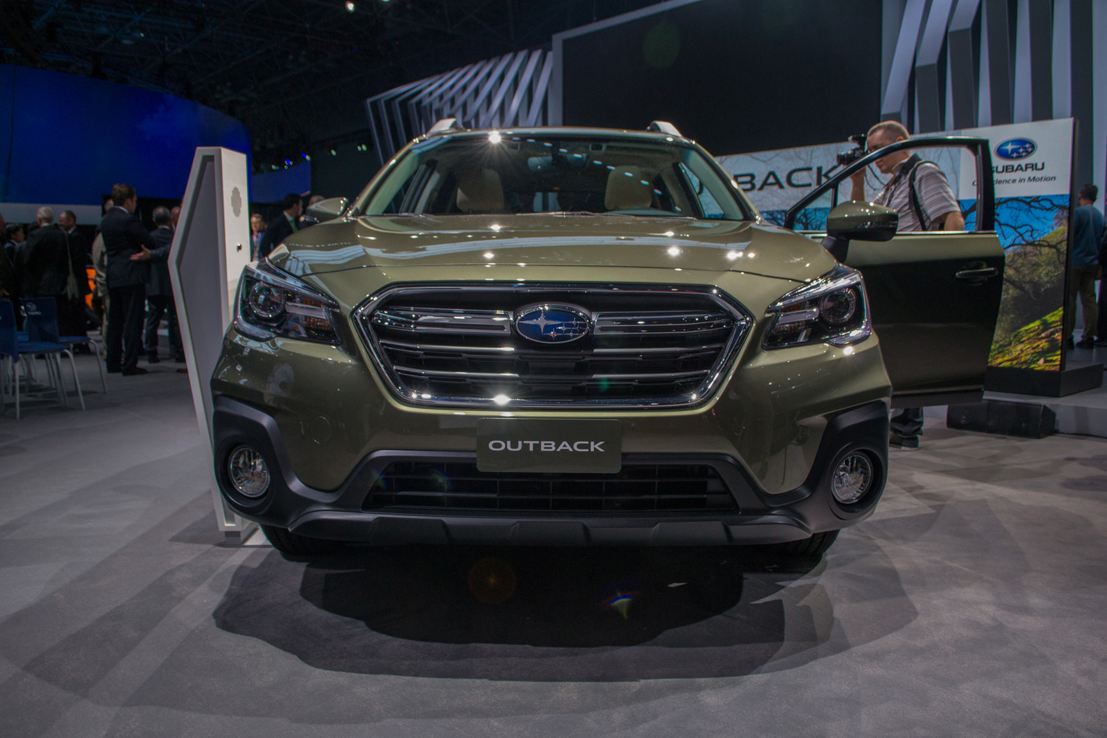 2018 subaru outback gets new style tons of tweaks news. Black Bedroom Furniture Sets. Home Design Ideas