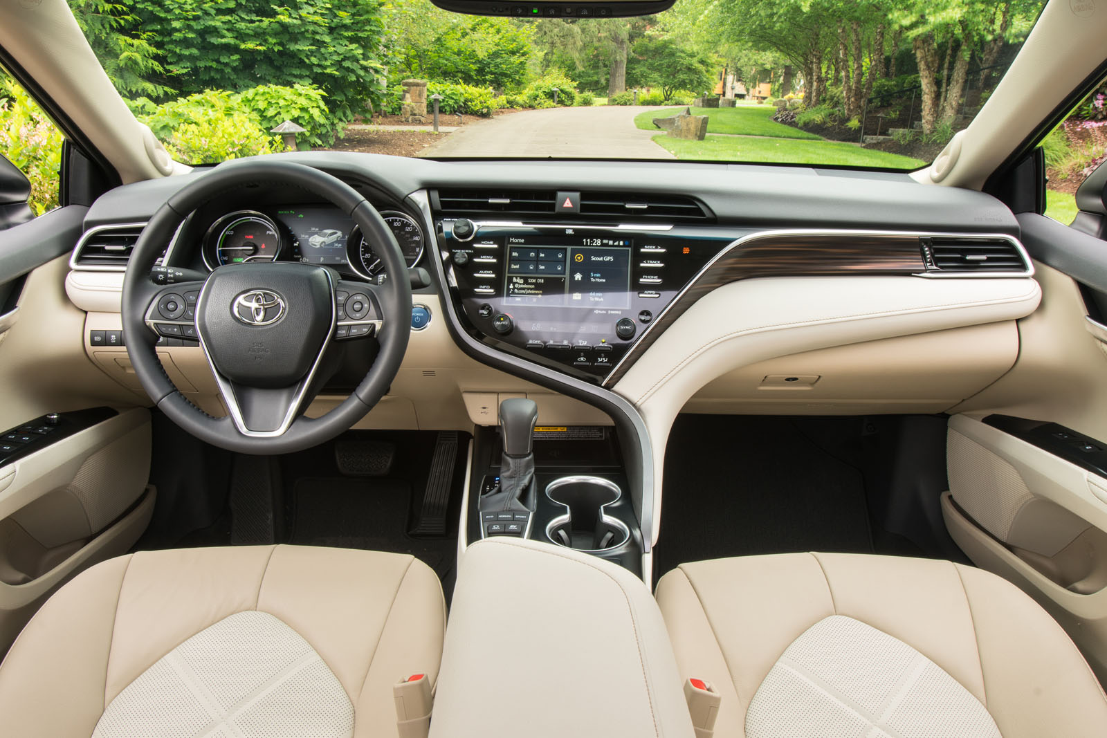 2018 Toyota Camry Hybrid Review 06