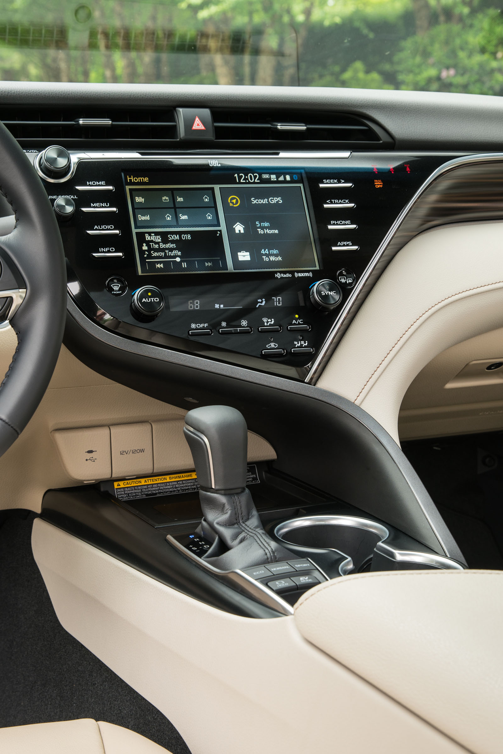 2018 Toyota Camry Hybrid Review 08