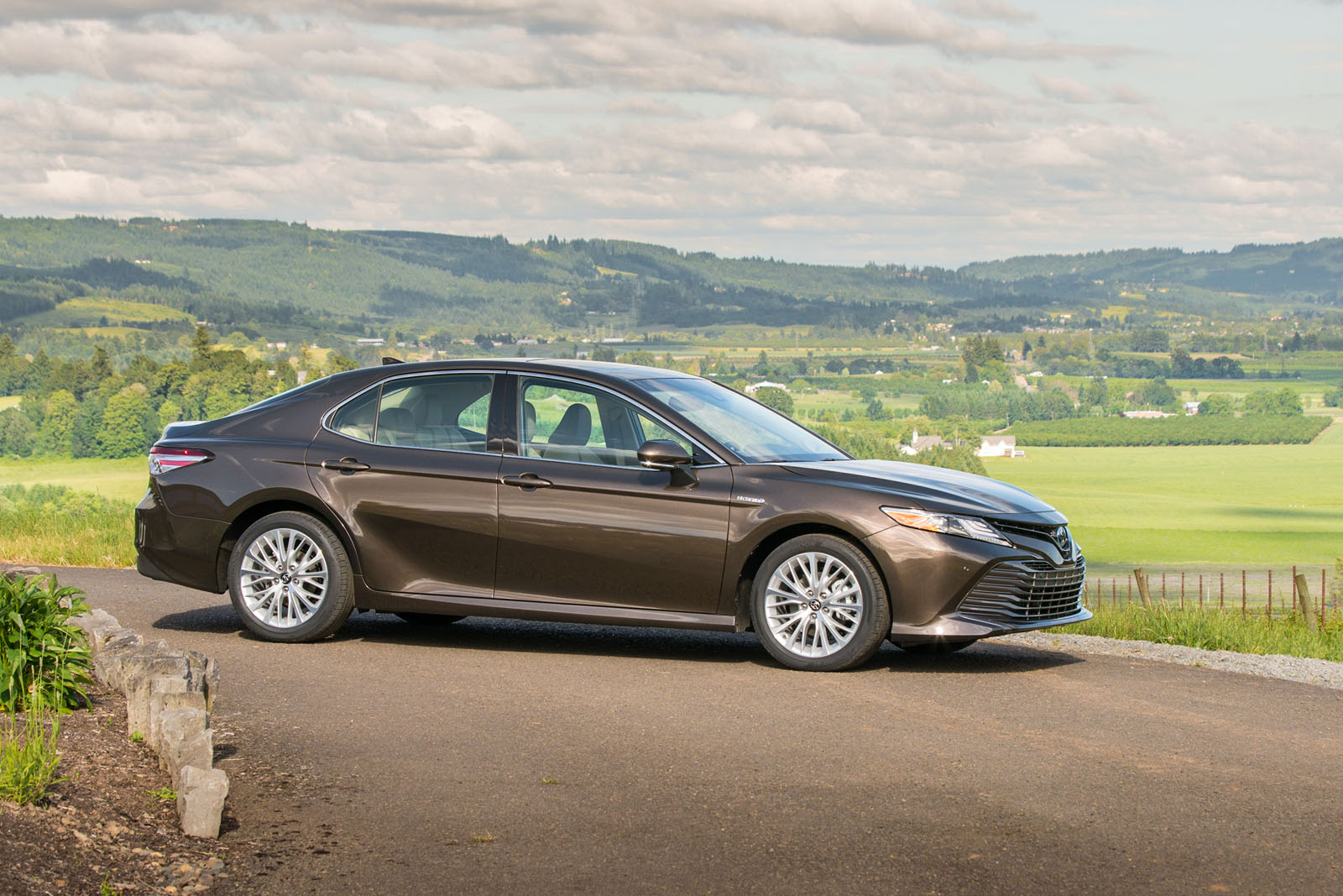 2018 Toyota Camry Hybrid Review 18