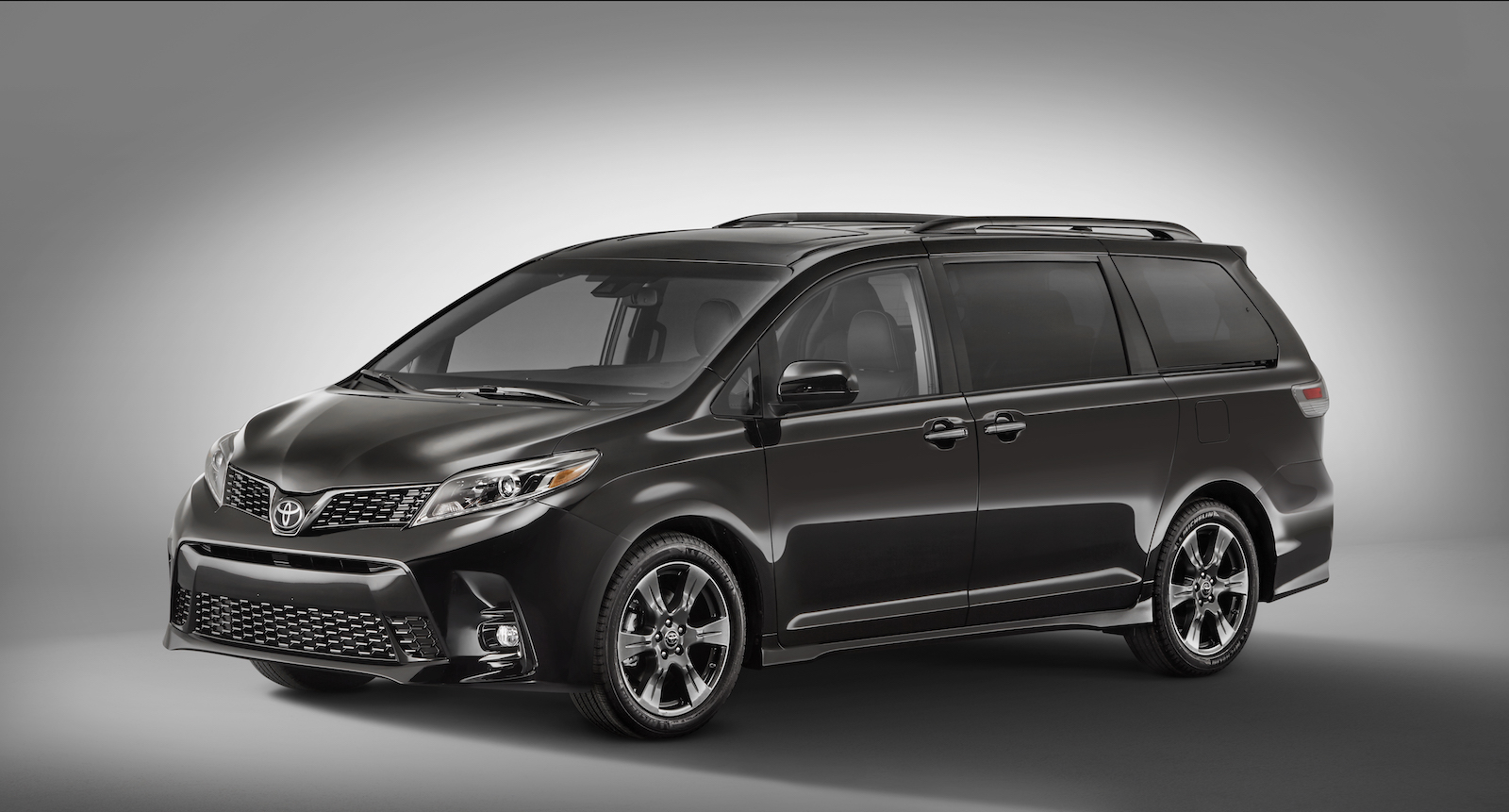 2018 toyota sienna yaris updated with new faces and equipment news. Black Bedroom Furniture Sets. Home Design Ideas