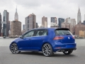 2018-volkswagen-golf-r-02
