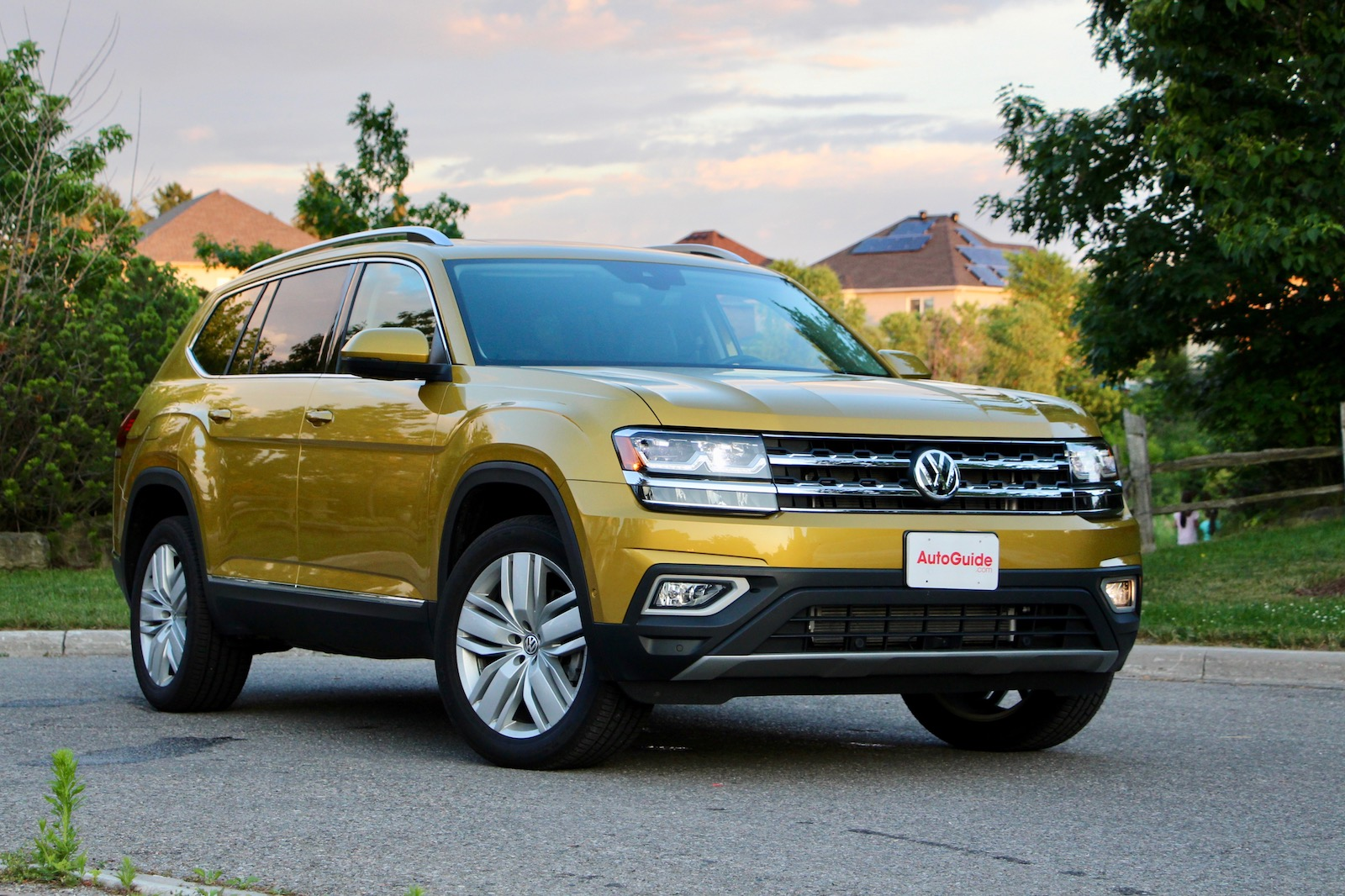 2018 volkswagen atlas vs 2017 honda pilot comparison test. Black Bedroom Furniture Sets. Home Design Ideas