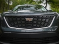 2019-Cadillac-XT4-Grille-02