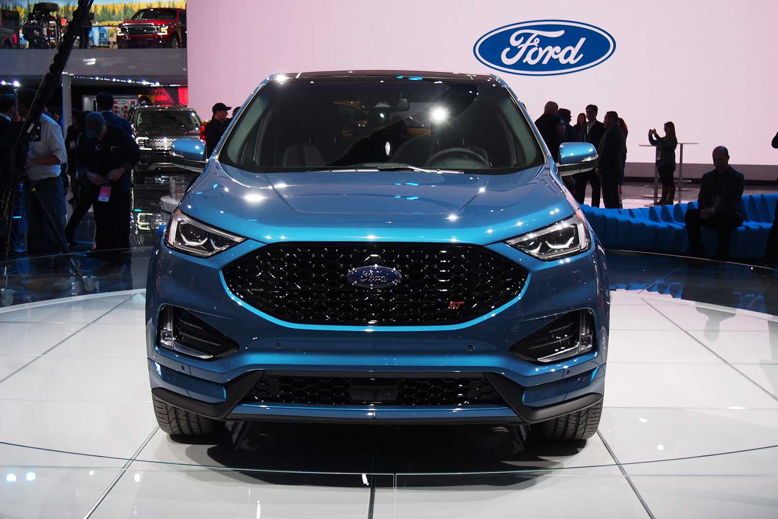 2019-Ford-Edge-ST-Grille ...