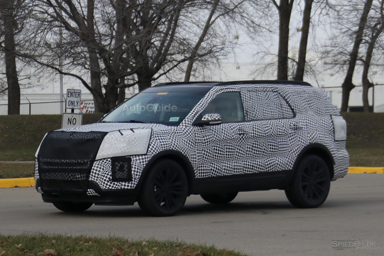 2019 ford explorer prototype spy photos 04