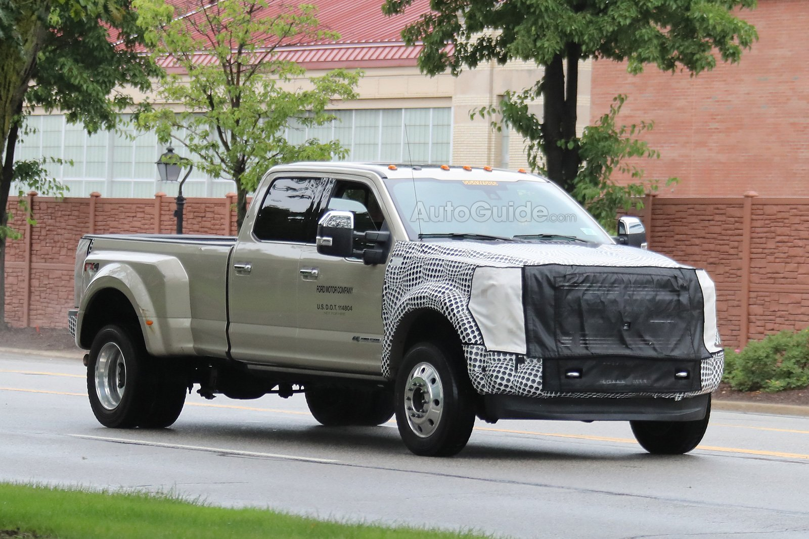 F150 Next To F250 >> 2019 Ford F-450 Super Duty Spied Testing in Michigan » AutoGuide.com News