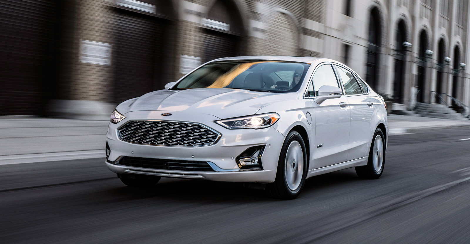 Ford Fusion Reviews Car And Driver