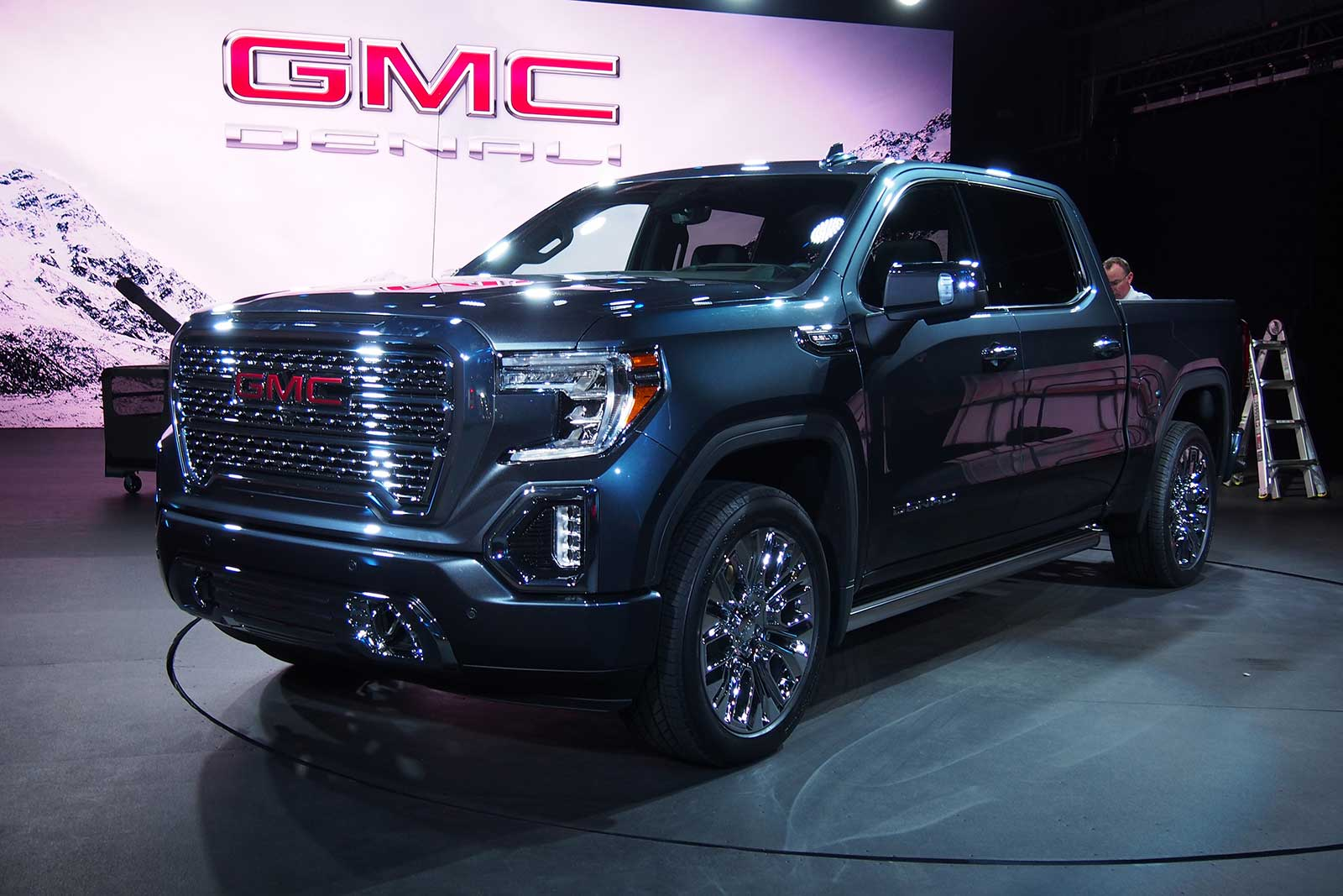 2019 Gmc Sierra Offers Carbon Fiber Bed Multi Position