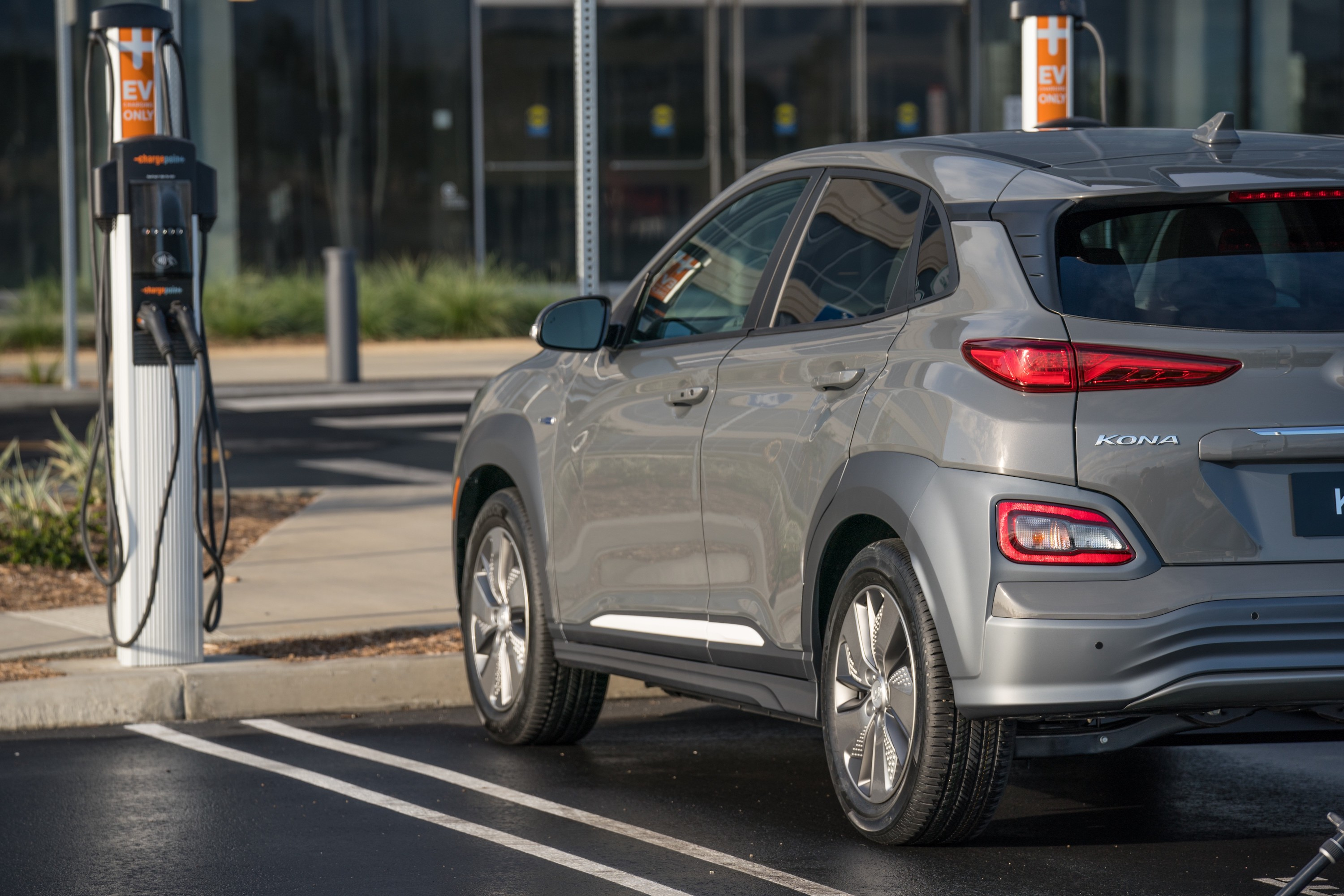 2019 Hyundai Kona Goes Full Electric with 250 Miles of ...