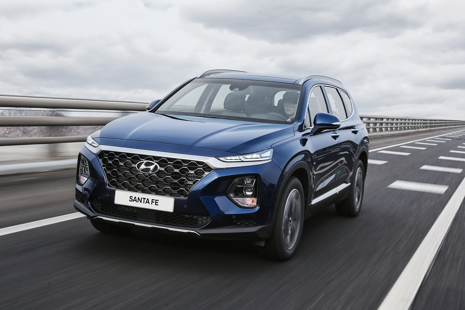 2019 hyundai santa fe debuts coming to dealerships this summer news. Black Bedroom Furniture Sets. Home Design Ideas