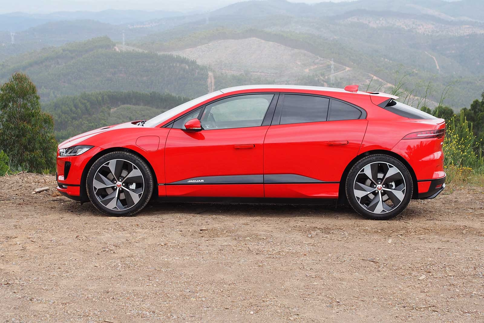 2019-Jaguar-I-Pace-Profile