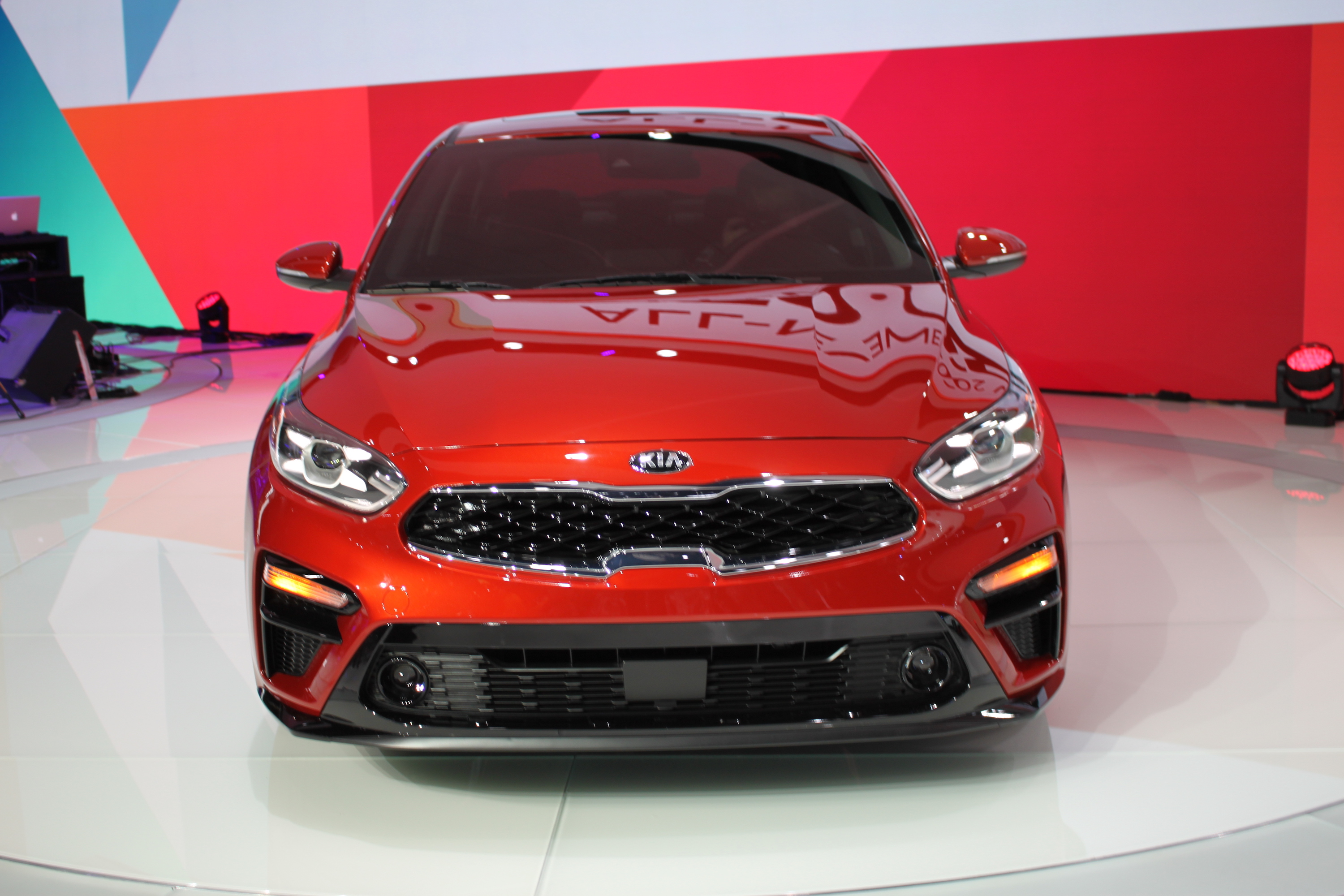 2019 Kia Forte Debuts Looking Like a Small Stinger ...