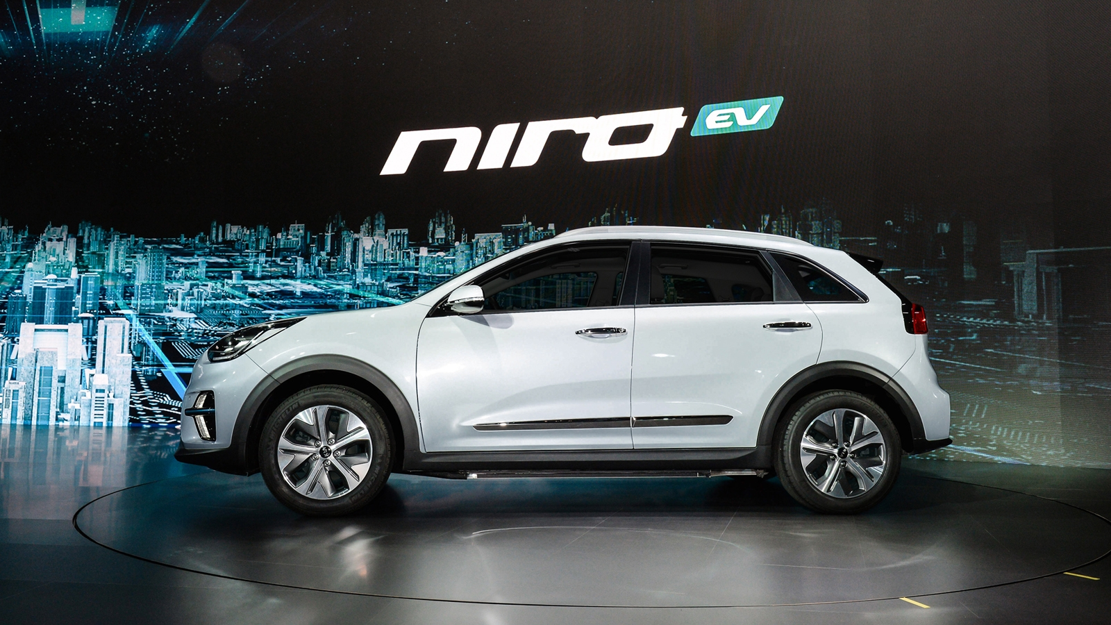 Lithium Ion Car Battery >> Kia Niro EV Sales to Start in the US Early Next Year » AutoGuide.com News