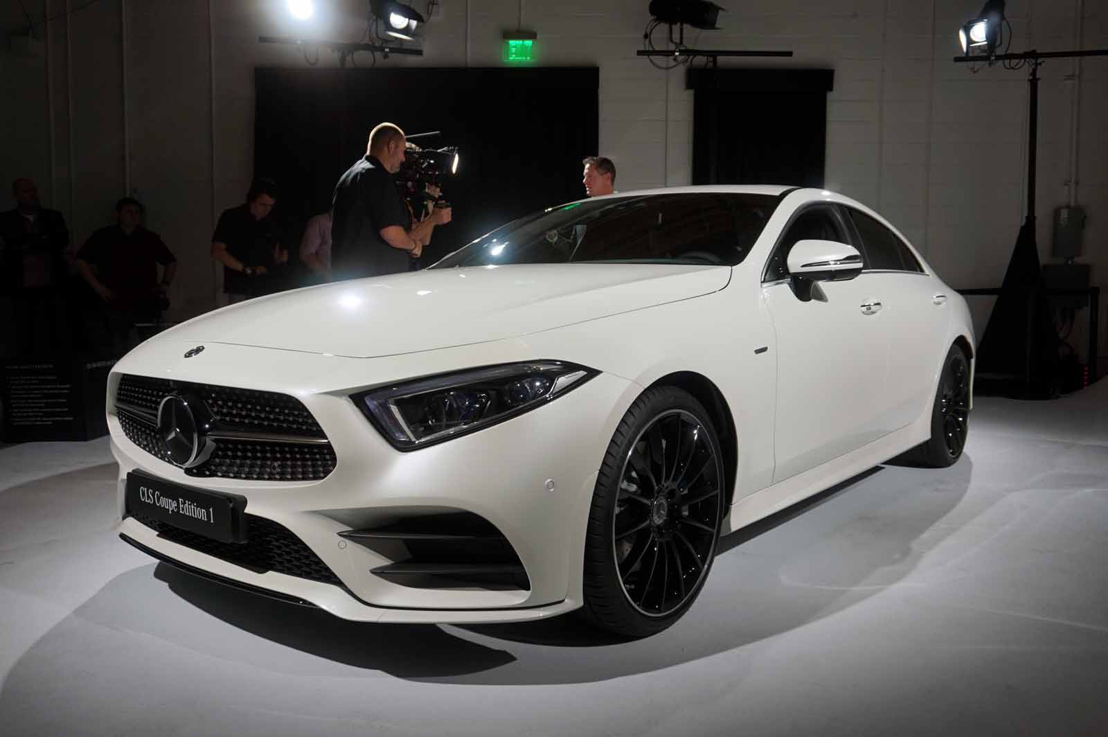 2019 mercedes cls debuts with high tech new powertrain news. Black Bedroom Furniture Sets. Home Design Ideas
