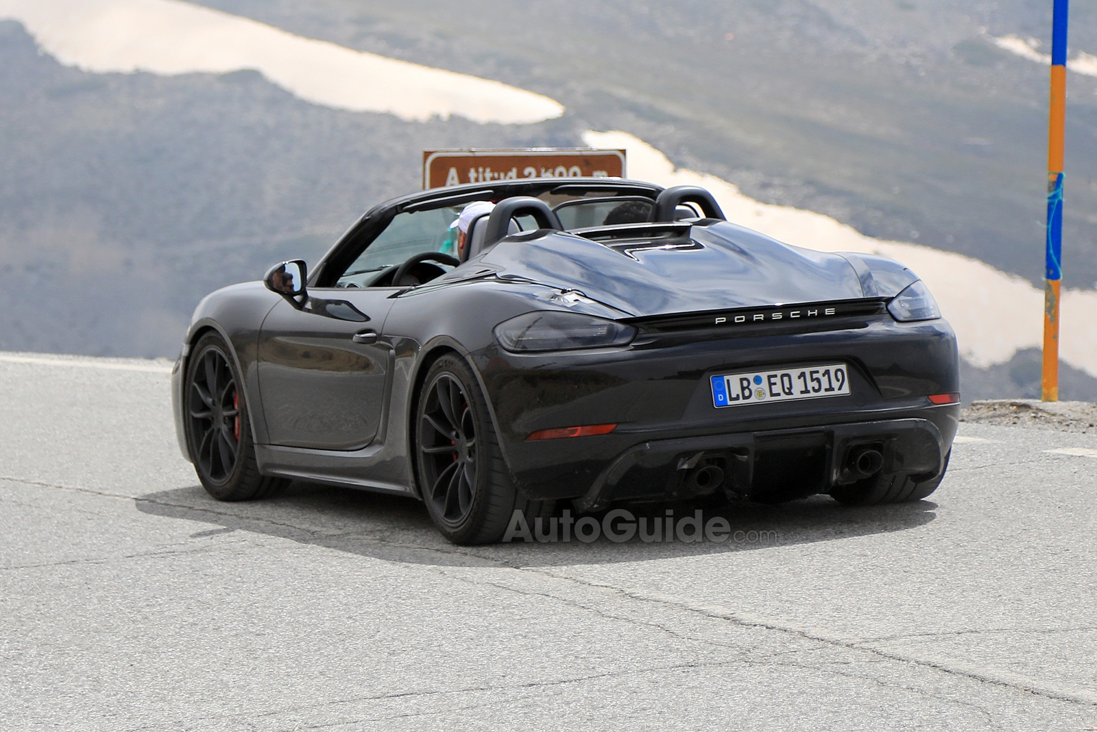 2019 porsche 718 boxster spyder spied with its top down news. Black Bedroom Furniture Sets. Home Design Ideas