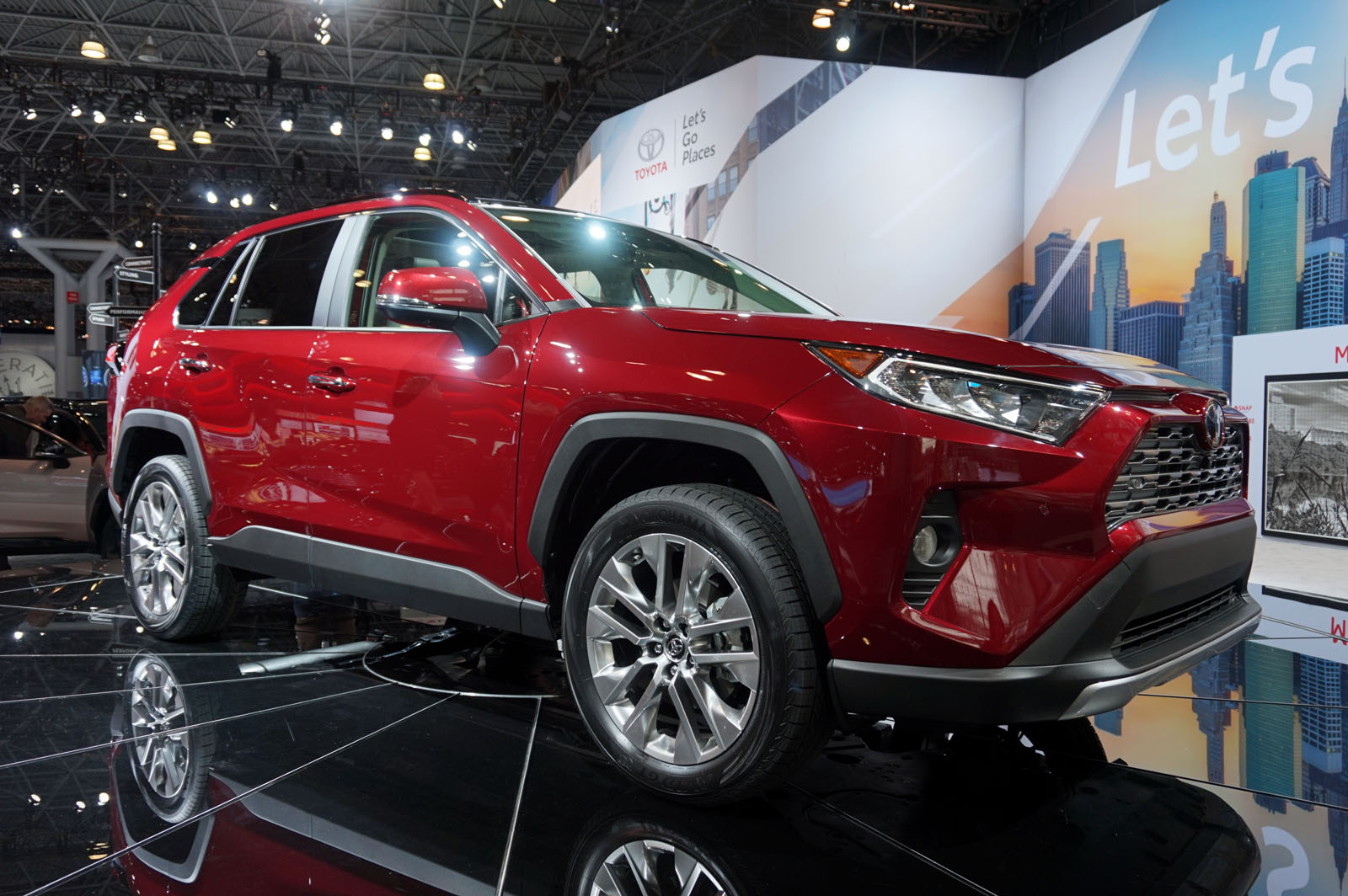 2019 toyota rav4 gets rugged redesign news. Black Bedroom Furniture Sets. Home Design Ideas