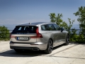 2019-Volvo-V60-First-Drive-Review-14